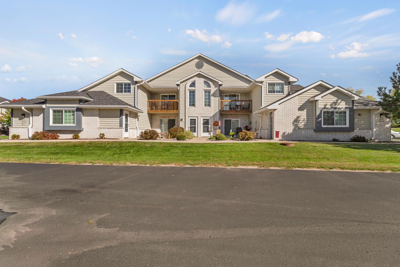 W240N2524 Parkway Meadow Cir, Pewaukee, Wisconsin 53072, 2 Bedrooms Bedrooms, 5 Rooms Rooms,2 BathroomsBathrooms,Condominiums,For Sale,Parkway Meadow Cir,2,1714013