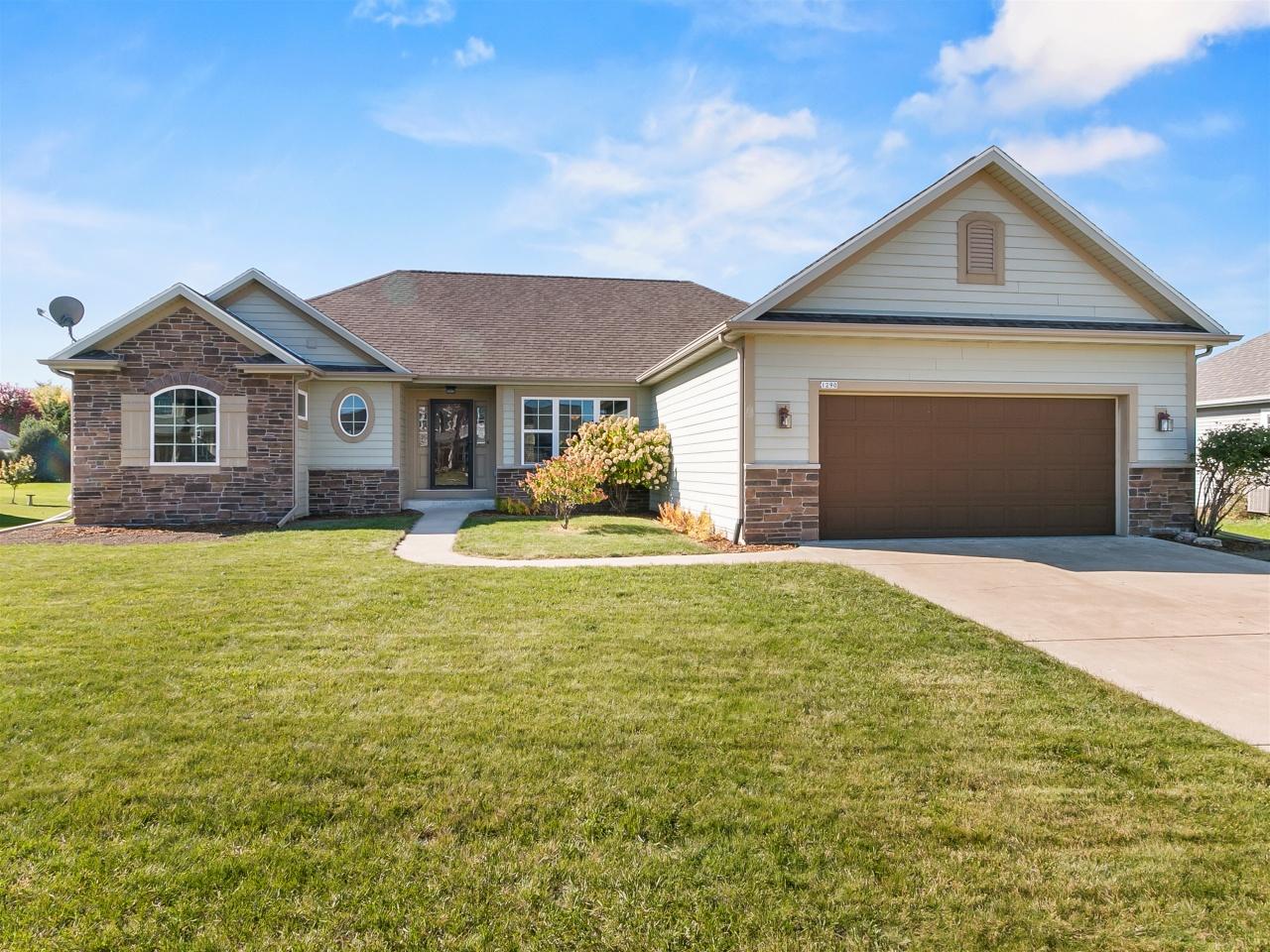 1290 Victoria Ln, Oconomowoc, Wisconsin 53066, 3 Bedrooms Bedrooms, ,2 BathroomsBathrooms,Single-Family,For Sale,Victoria Ln,1713990