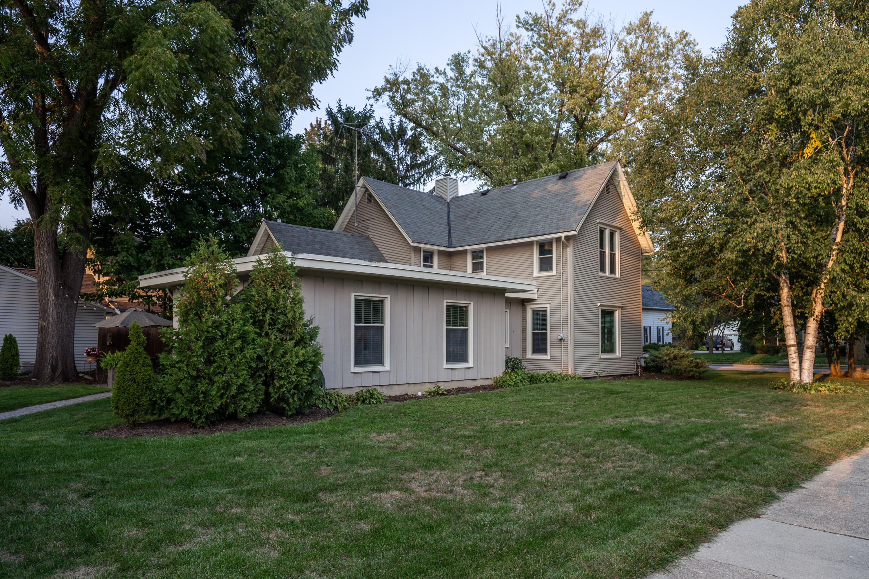 143 Maple Ave, Hartland, Wisconsin 53029, 3 Bedrooms Bedrooms, 9 Rooms Rooms,2 BathroomsBathrooms,Single-Family,For Sale,Maple Ave,1714091