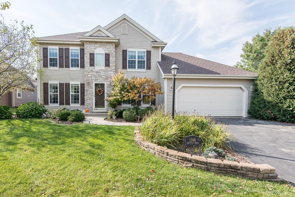 1398 Lakeridge Dr, Oconomowoc, Wisconsin 53066, 4 Bedrooms Bedrooms, 8 Rooms Rooms,3 BathroomsBathrooms,Single-Family,For Sale,Lakeridge Dr,1714011