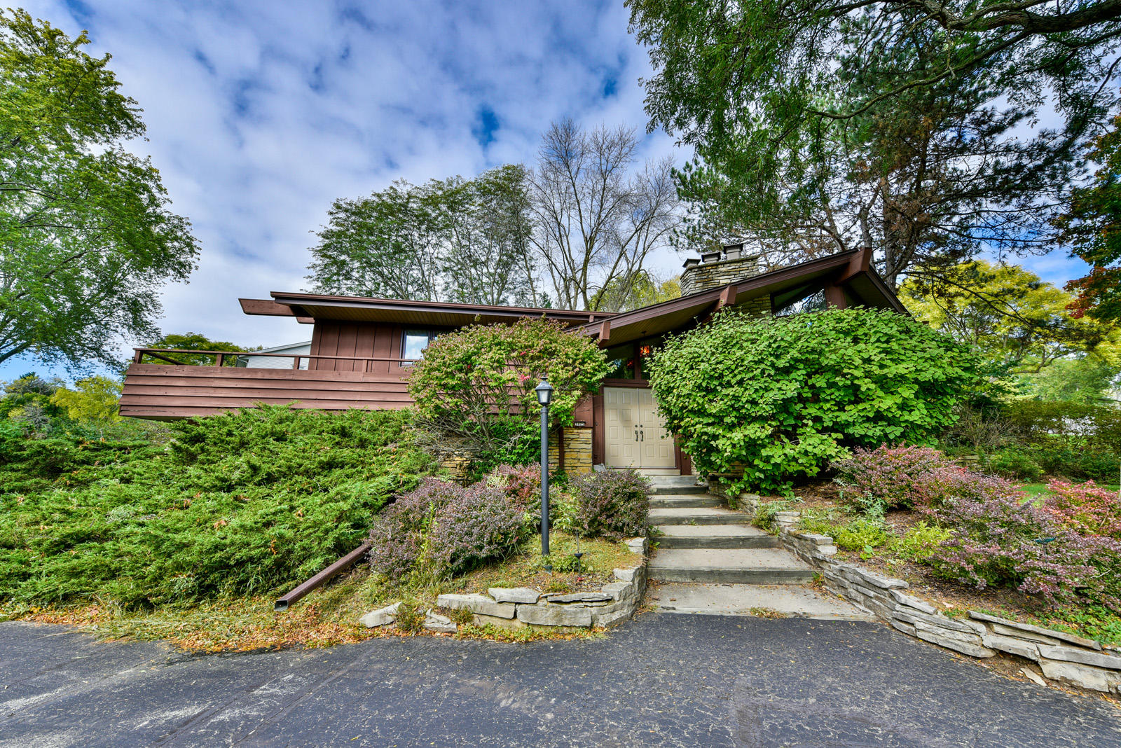 1425 Rolling Meadow Dr, Brookfield, Wisconsin 53045, 2 Bedrooms Bedrooms, 5 Rooms Rooms,2 BathroomsBathrooms,Single-Family,For Sale,Rolling Meadow Dr,1715075