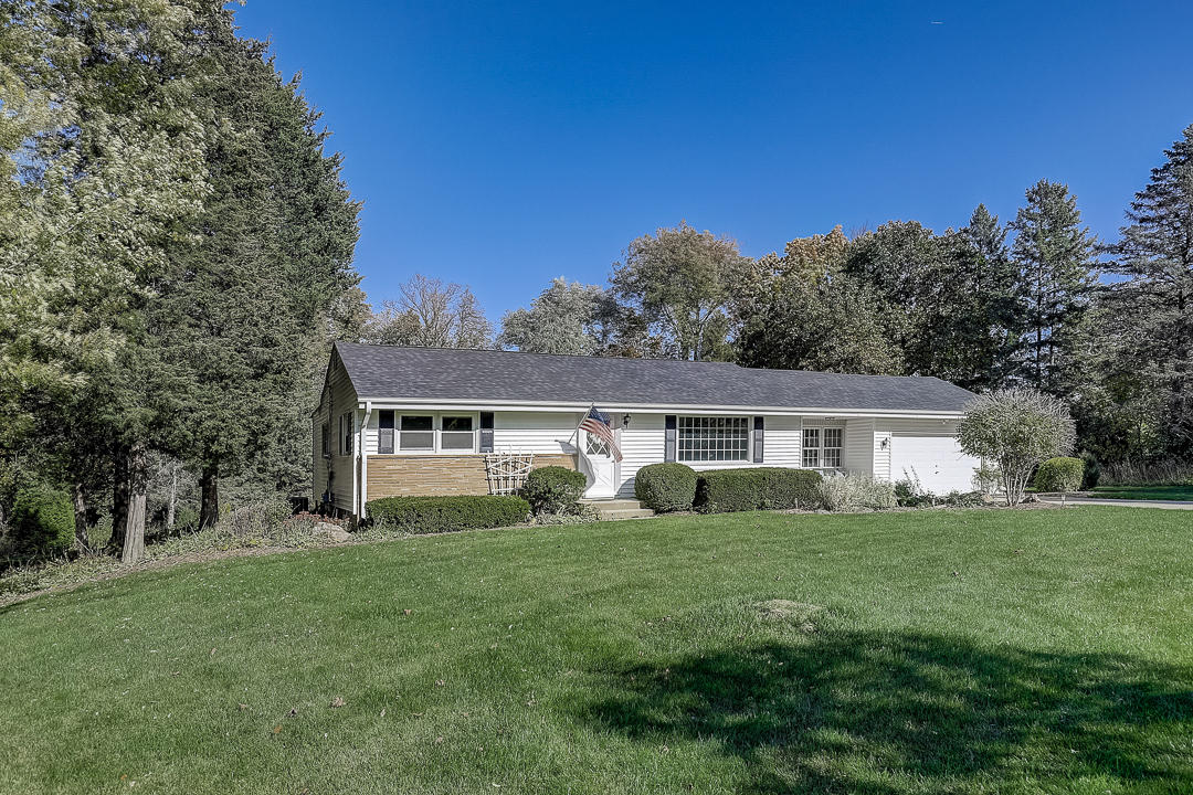 15430 Grandview Dr, Brookfield, Wisconsin 53005, 3 Bedrooms Bedrooms, 8 Rooms Rooms,2 BathroomsBathrooms,Single-Family,For Sale,Grandview Dr,1715242