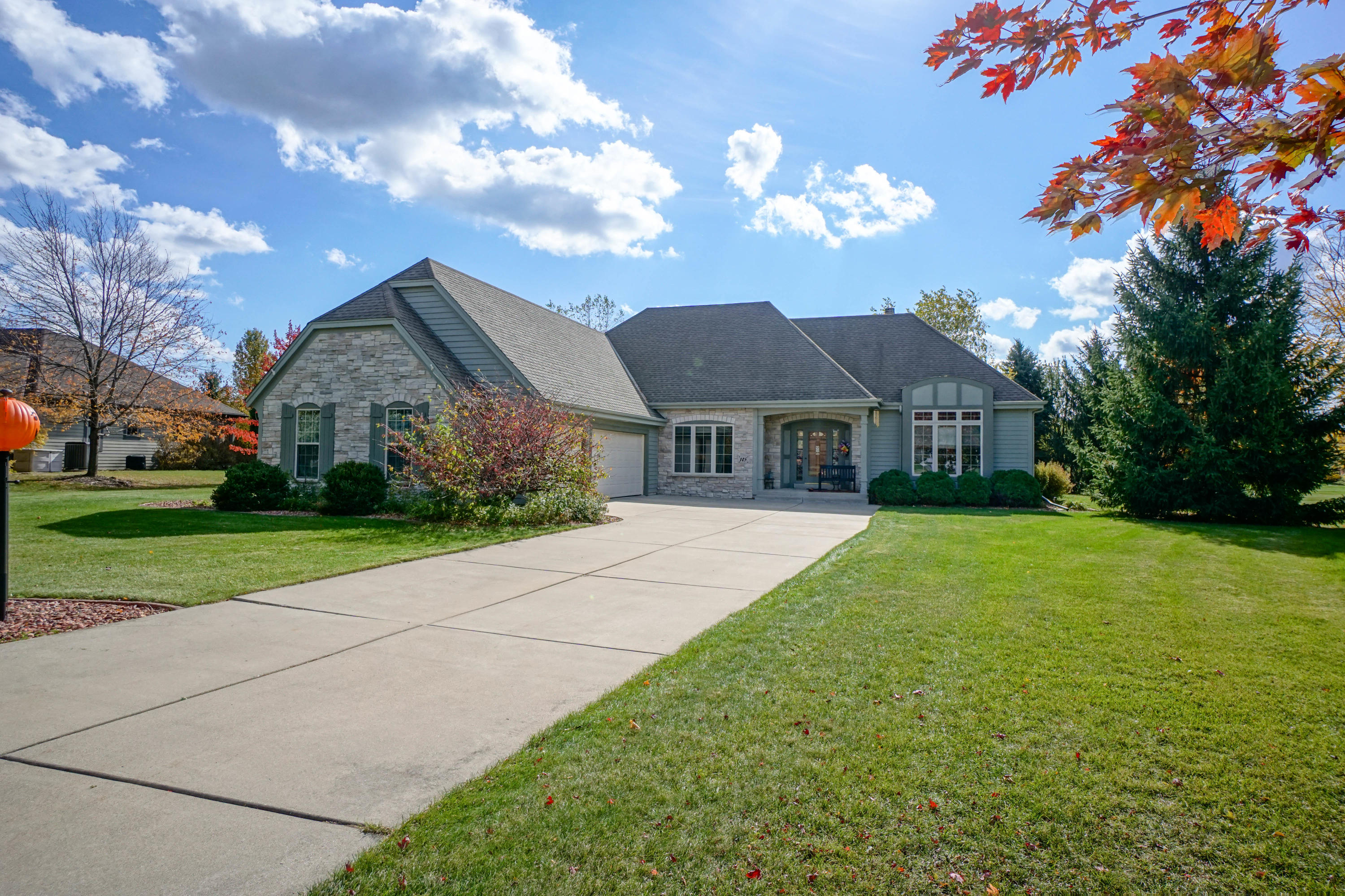 105 Trails Edge Ct, Hartland, Wisconsin 53029, 3 Bedrooms Bedrooms, 7 Rooms Rooms,2 BathroomsBathrooms,Single-Family,For Sale,Trails Edge Ct,1713906