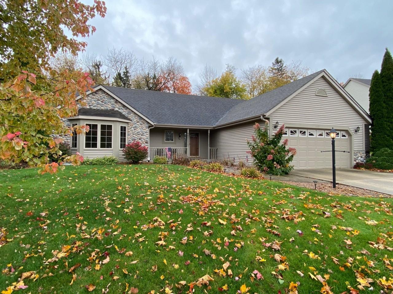 371 Yosemite Rd, Oconomowoc, Wisconsin 53066, 3 Bedrooms Bedrooms, 6 Rooms Rooms,2 BathroomsBathrooms,Single-Family,For Sale,Yosemite Rd,1715418