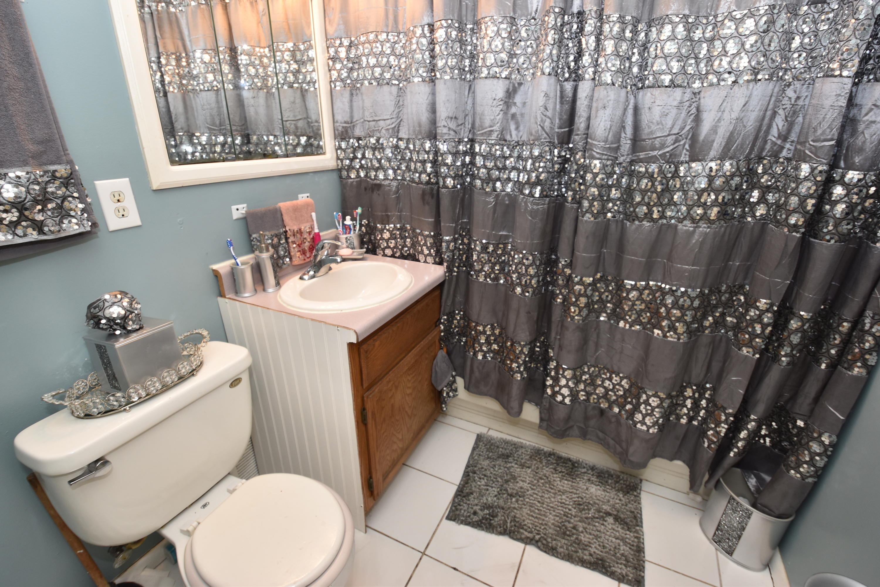 703 Chicago St, Racine, Wisconsin 53405, 2 Bedrooms Bedrooms, 5 Rooms Rooms,1 BathroomBathrooms,Two-Family,For Sale,Chicago St,1,1715563