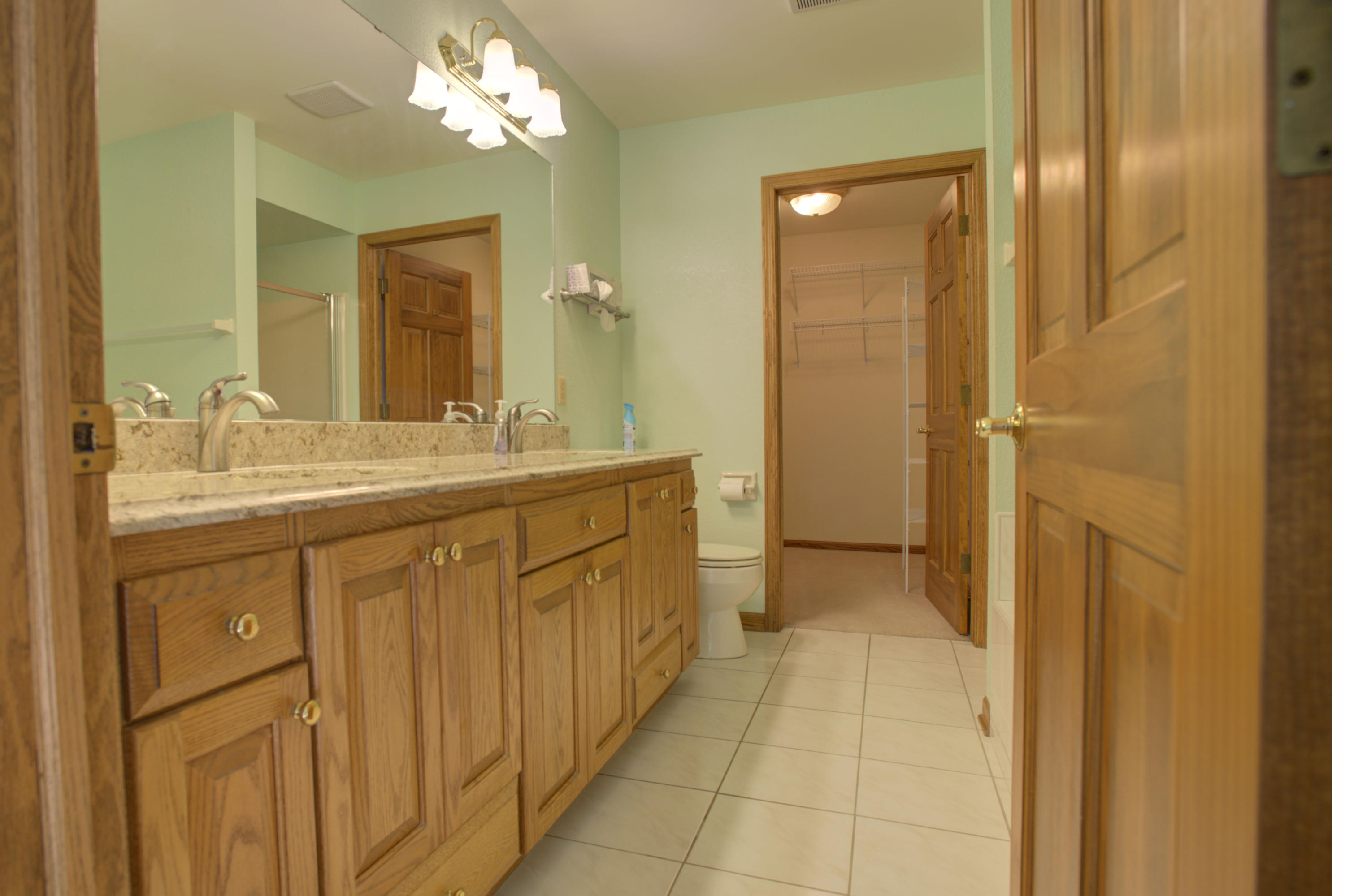 19475 Stonehedge Dr, Brookfield, Wisconsin 53045, 2 Bedrooms Bedrooms, ,2 BathroomsBathrooms,Condominiums,For Sale,Stonehedge Dr,1,1715592