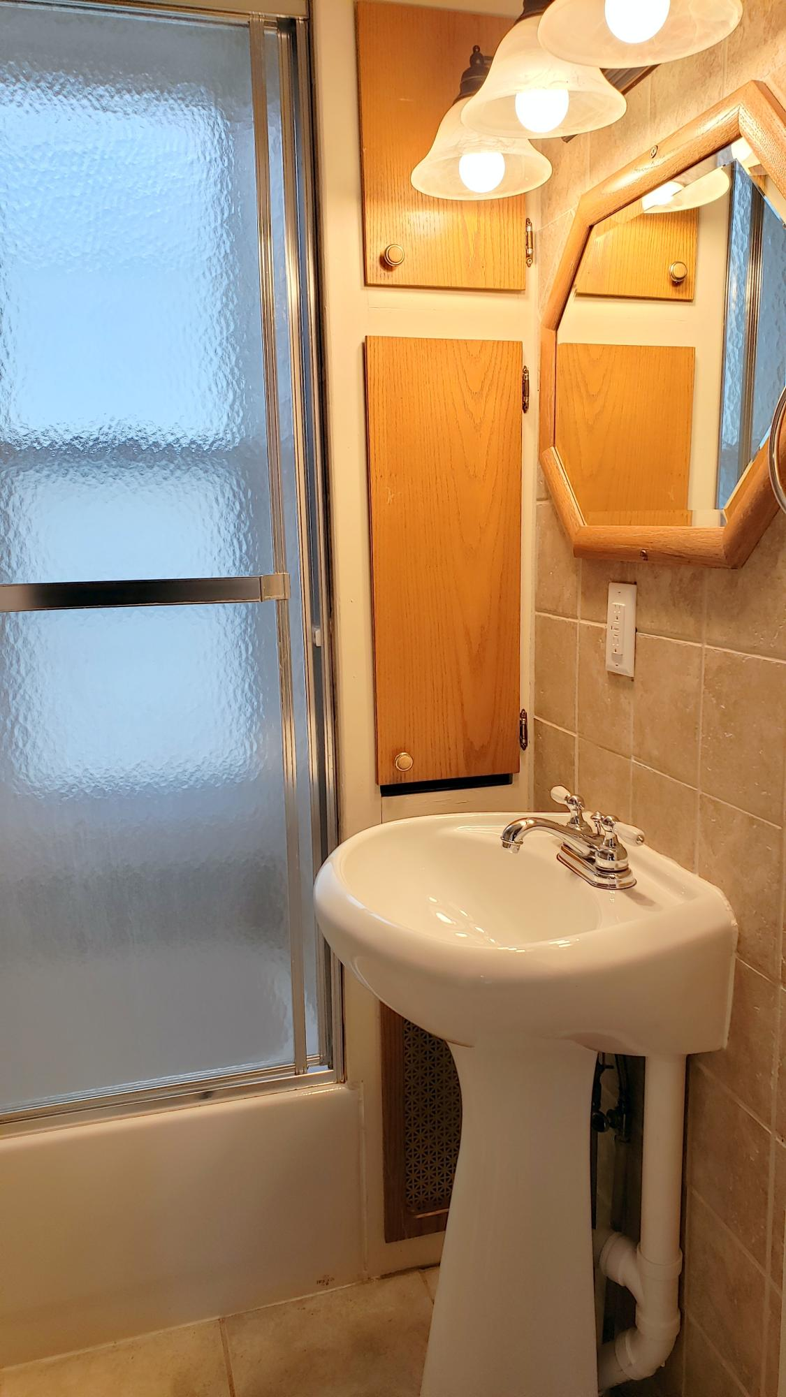 506 65th St, Kenosha, Wisconsin 53143, 2 Bedrooms Bedrooms, 4 Rooms Rooms,1 BathroomBathrooms,Two-Family,For Sale,65th St,1,1715659