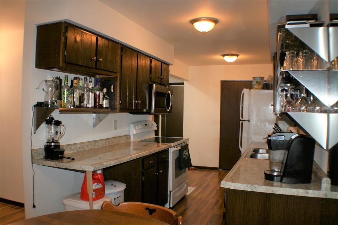 6400 Howard Ave, Milwaukee, Wisconsin 53220, 2 Bedrooms Bedrooms, 5 Rooms Rooms,1 BathroomBathrooms,Condominiums,For Sale,Howard Ave,1,1715656