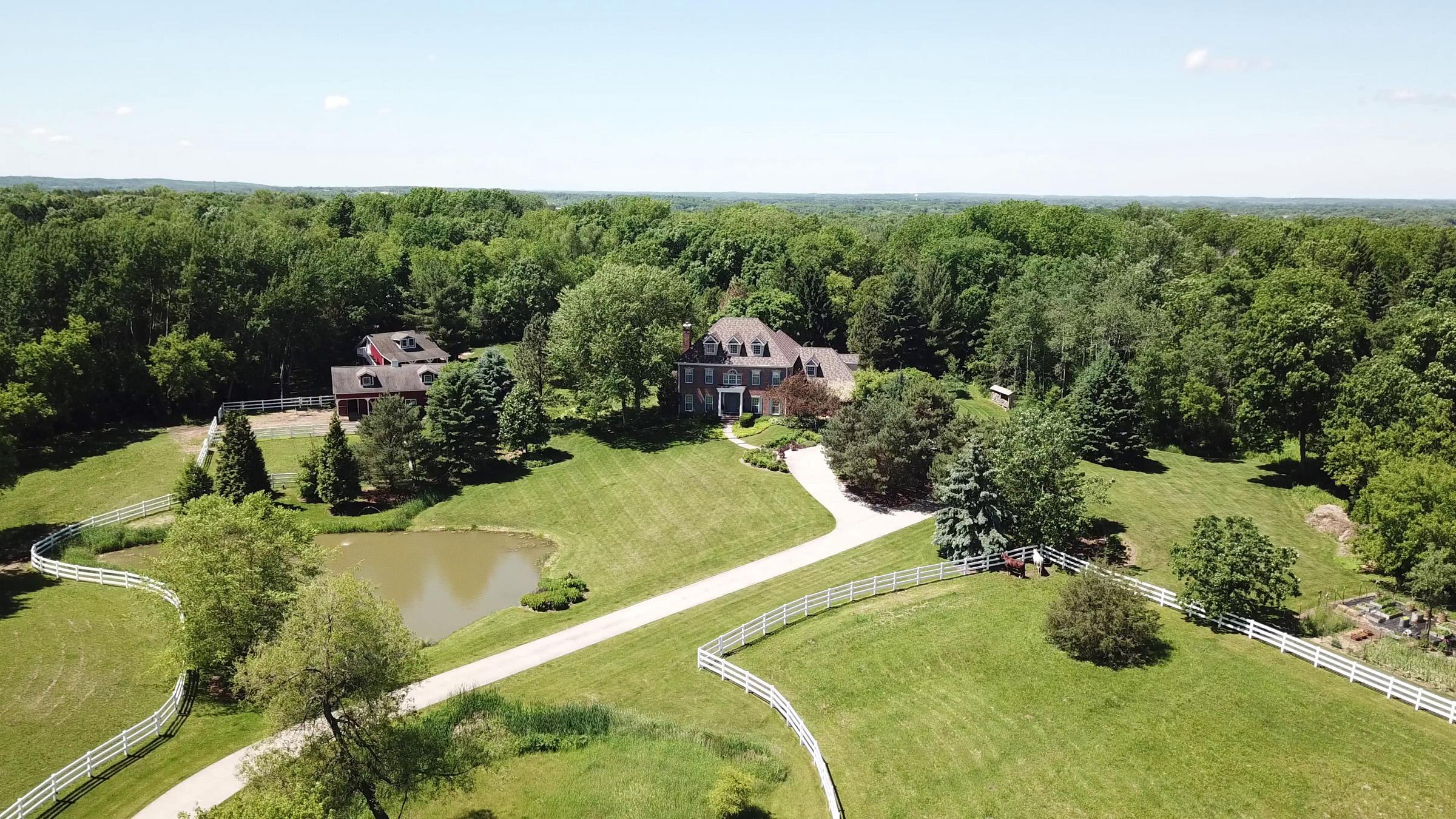 W330N243 Kettle Moraine Dr, Delafield, Wisconsin 53018, 4 Bedrooms Bedrooms, 10 Rooms Rooms,2 BathroomsBathrooms,Single-Family,For Sale,Kettle Moraine Dr,1717803