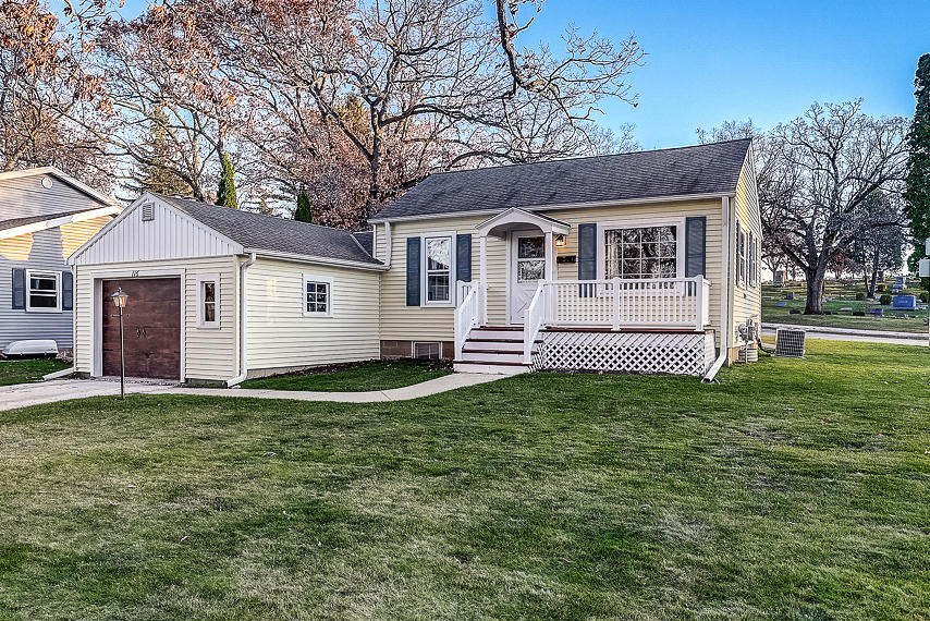 116 Lookout Dr, Pewaukee, Wisconsin 53072, 1 Bedroom Bedrooms, 5 Rooms Rooms,1 BathroomBathrooms,Single-Family,For Sale,Lookout Dr,1717787