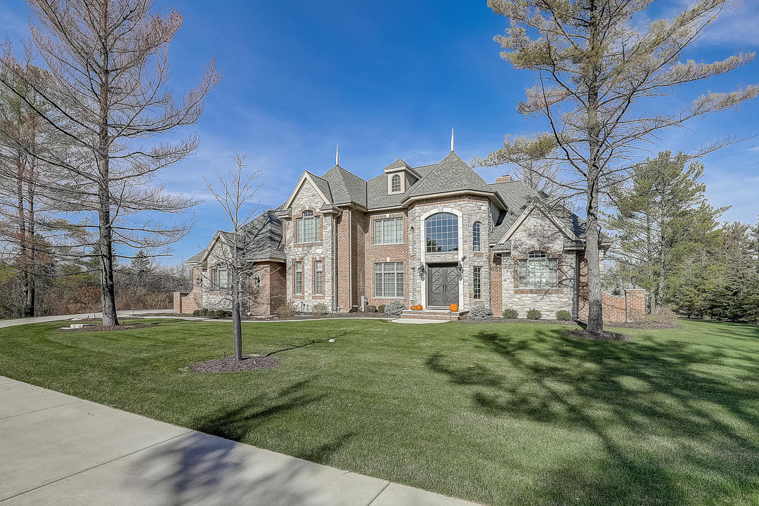 10263 N Wildwood Ct, Mequon, WI 53092