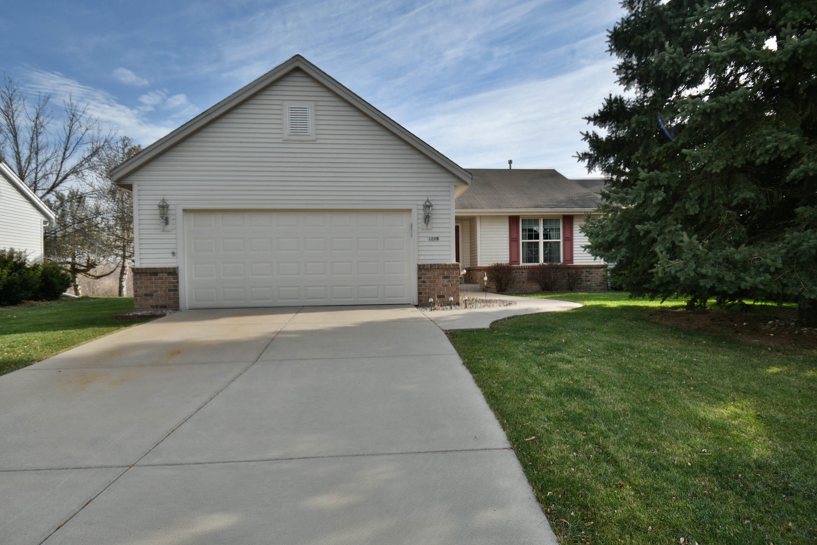 1208 Chesterwood Ln, Pewaukee, Wisconsin 53072, 3 Bedrooms Bedrooms, ,2 BathroomsBathrooms,Single-Family,For Sale,Chesterwood Ln,1719378