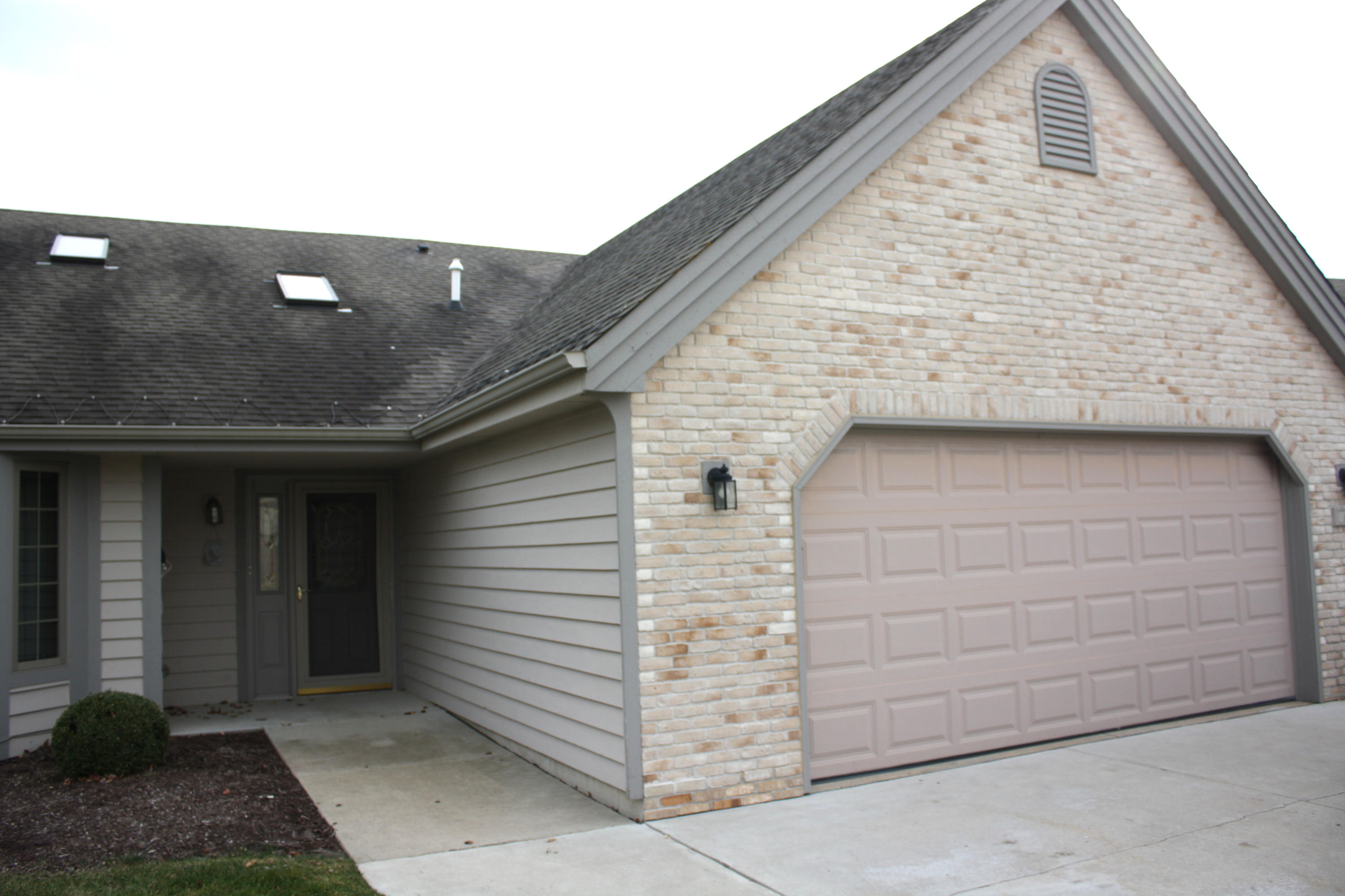 6321 Kingsview Dr, Mount Pleasant, Wisconsin 53406, 2 Bedrooms Bedrooms, 6 Rooms Rooms,2 BathroomsBathrooms,Condominiums,For Sale,Kingsview Dr,1,1719677