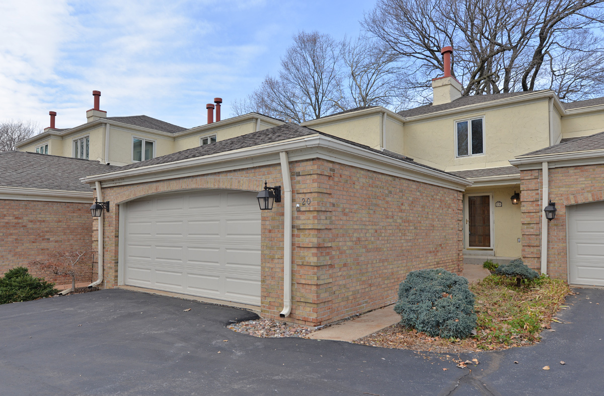 700 Waters Edge Rd, Caledonia, Wisconsin 53402, 2 Bedrooms Bedrooms, 6 Rooms Rooms,3 BathroomsBathrooms,Condominiums,For Sale,Waters Edge Rd,1,1719642
