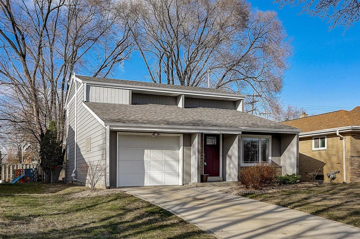 9916 Grantosa Dr, Wauwatosa, Wisconsin 53222, 2 Bedrooms Bedrooms, ,1 BathroomBathrooms,Single-Family,For Sale,Grantosa Dr,1719934