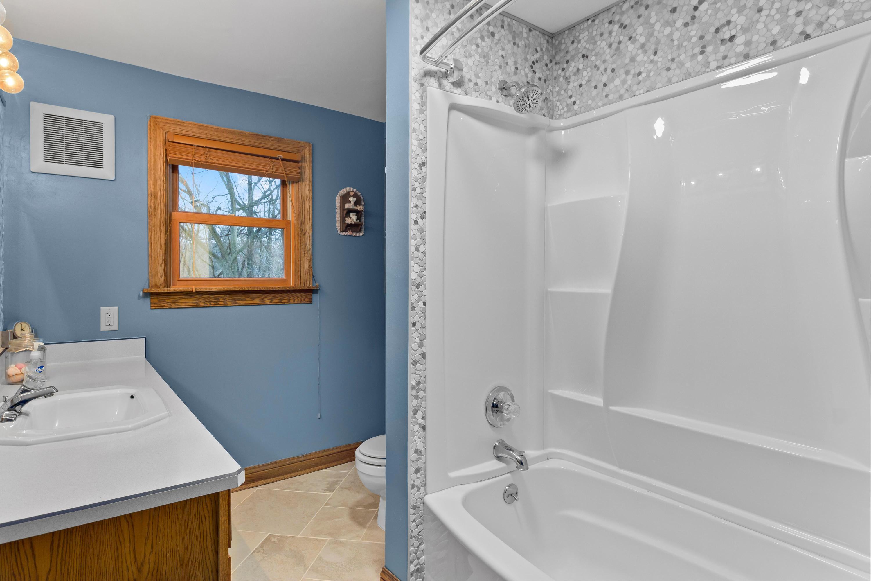 730 Main St, Delafield, Wisconsin 53018, 3 Bedrooms Bedrooms, 6 Rooms Rooms,1 BathroomBathrooms,Single-Family,For Sale,Main St,1720314
