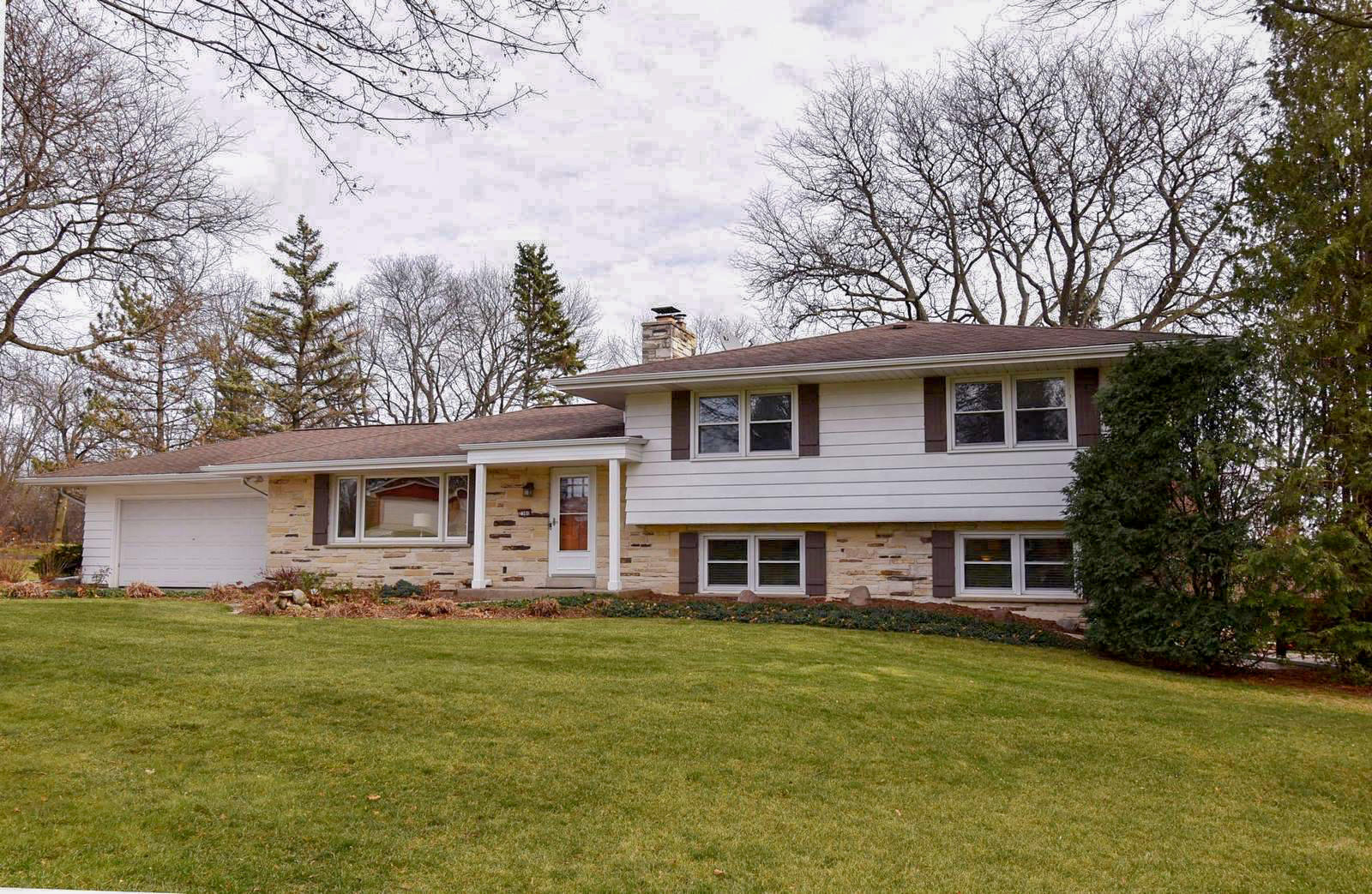 2360 Alta Louise Pkwy, Brookfield, Wisconsin 53045, 3 Bedrooms Bedrooms, 8 Rooms Rooms,2 BathroomsBathrooms,Single-Family,For Sale,Alta Louise Pkwy,1720410