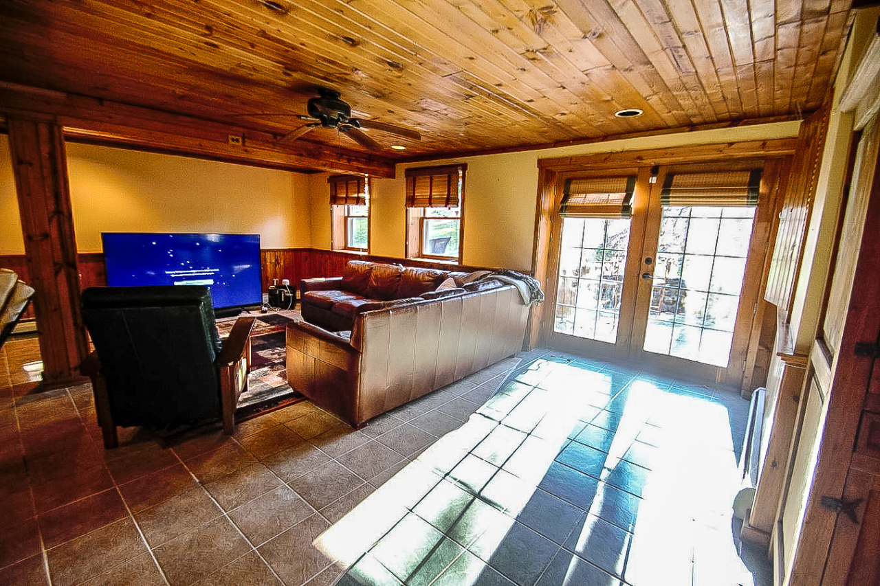 W310S428 Maple Ave, Delafield, Wisconsin 53188, 5 Bedrooms Bedrooms, 12 Rooms Rooms,4 BathroomsBathrooms,Single-Family,For Sale,Maple Ave,1721175