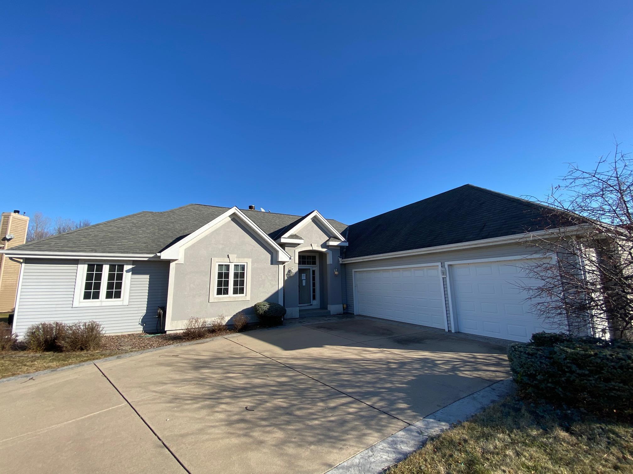 965 Grandview Ct, Oconomowoc, Wisconsin 53066, 3 Bedrooms Bedrooms, 10 Rooms Rooms,2 BathroomsBathrooms,Single-Family,For Sale,Grandview Ct,1721449