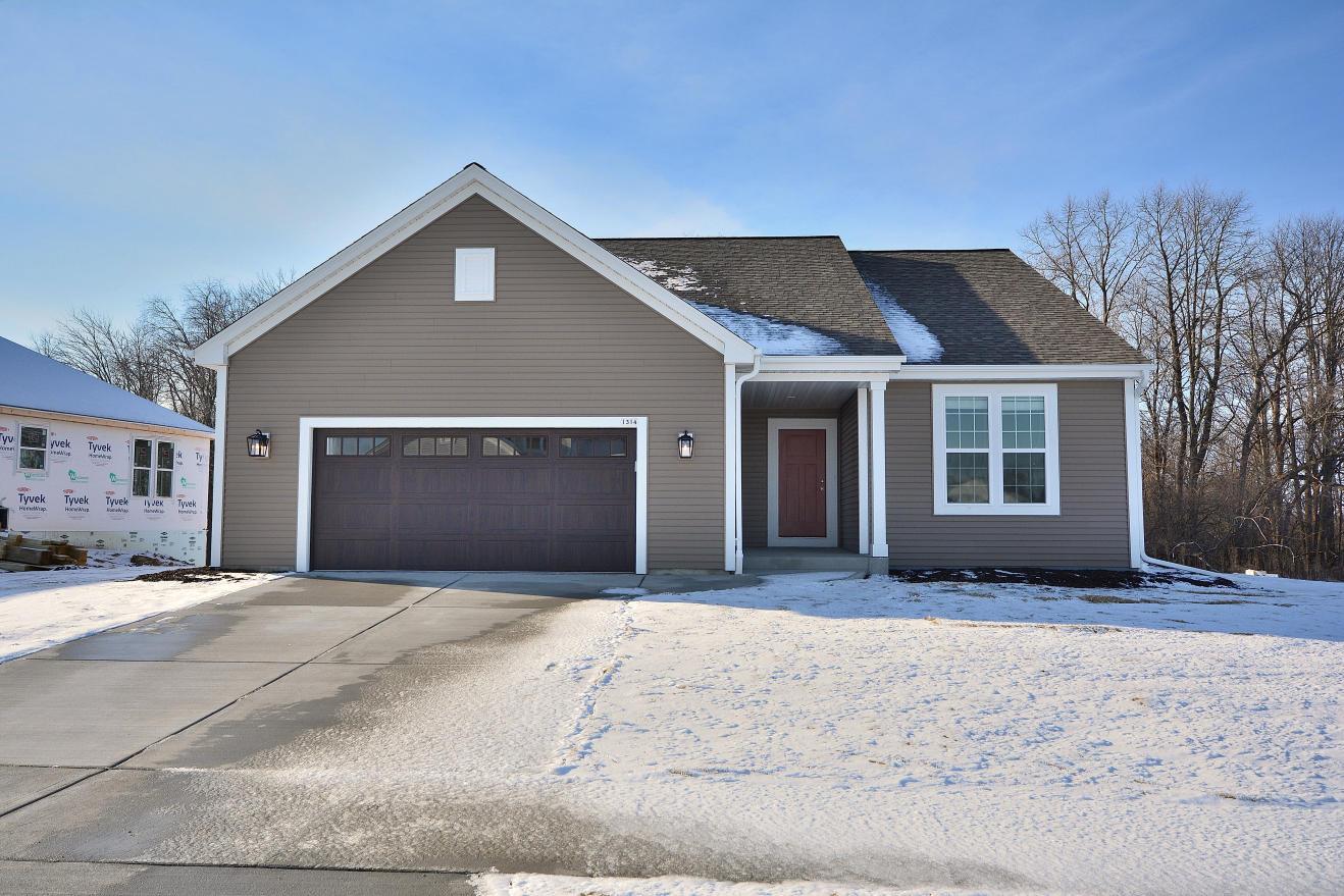 1314 Mamerow Ln W, Oconomowoc, Wisconsin 53066, 2 Bedrooms Bedrooms, 7 Rooms Rooms,2 BathroomsBathrooms,Single-Family,For Sale,Mamerow Ln W,1721556
