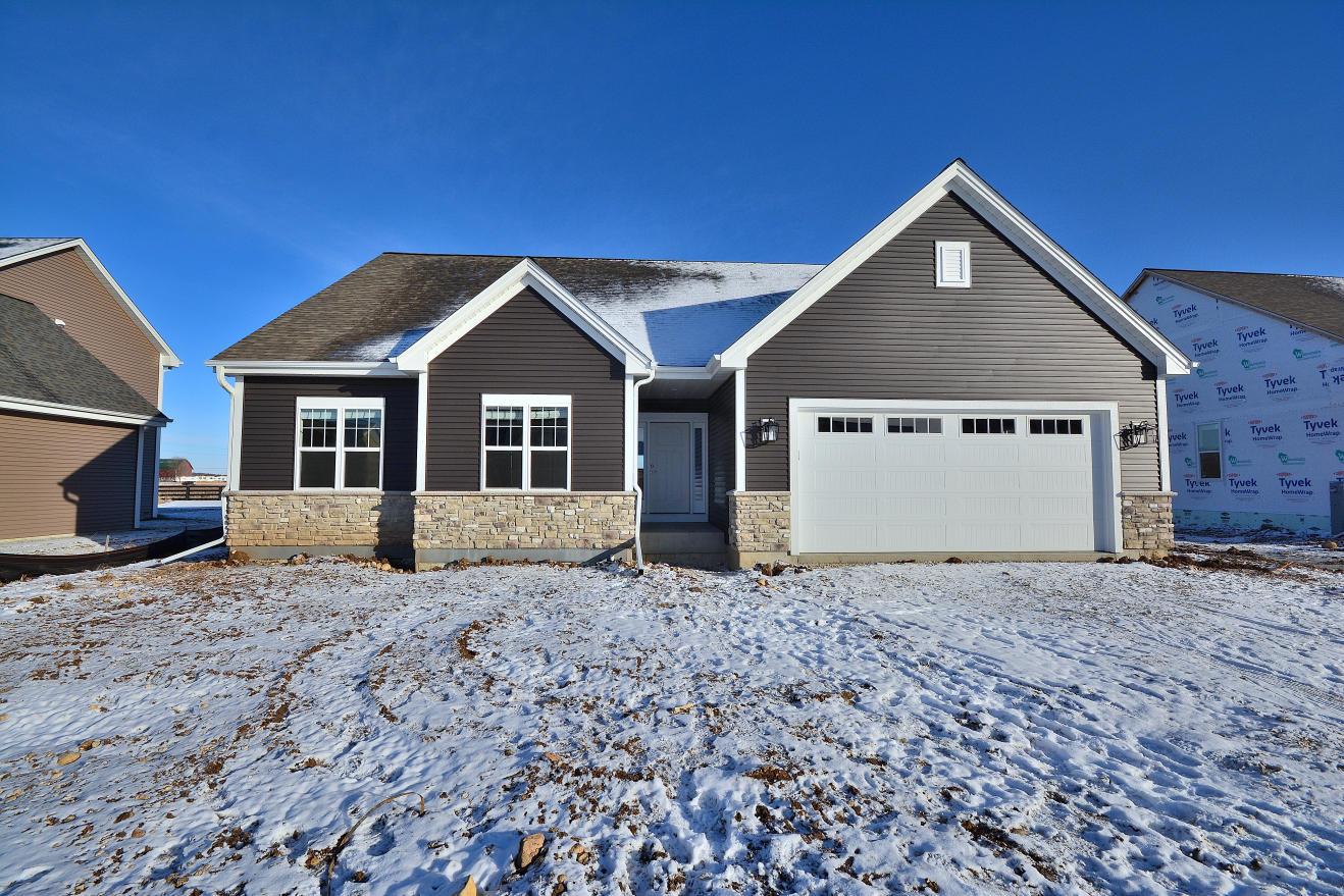 1431 Rosewood Pass, Oconomowoc, Wisconsin 53066, 3 Bedrooms Bedrooms, 7 Rooms Rooms,2 BathroomsBathrooms,Single-Family,For Sale,Rosewood Pass,1721557