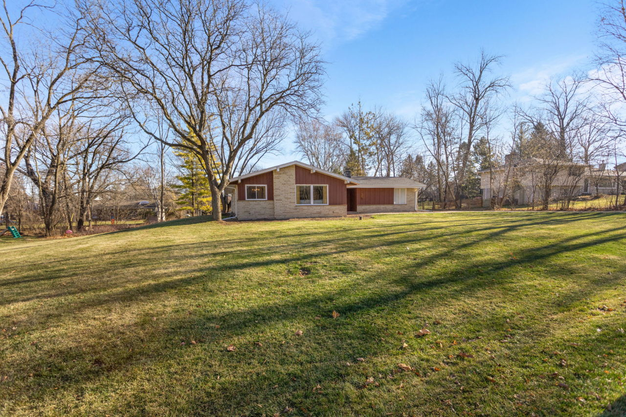 3500 Hollywood Ln, Brookfield, Wisconsin 53045, 4 Bedrooms Bedrooms, ,2 BathroomsBathrooms,Single-Family,For Sale,Hollywood Ln,1720890