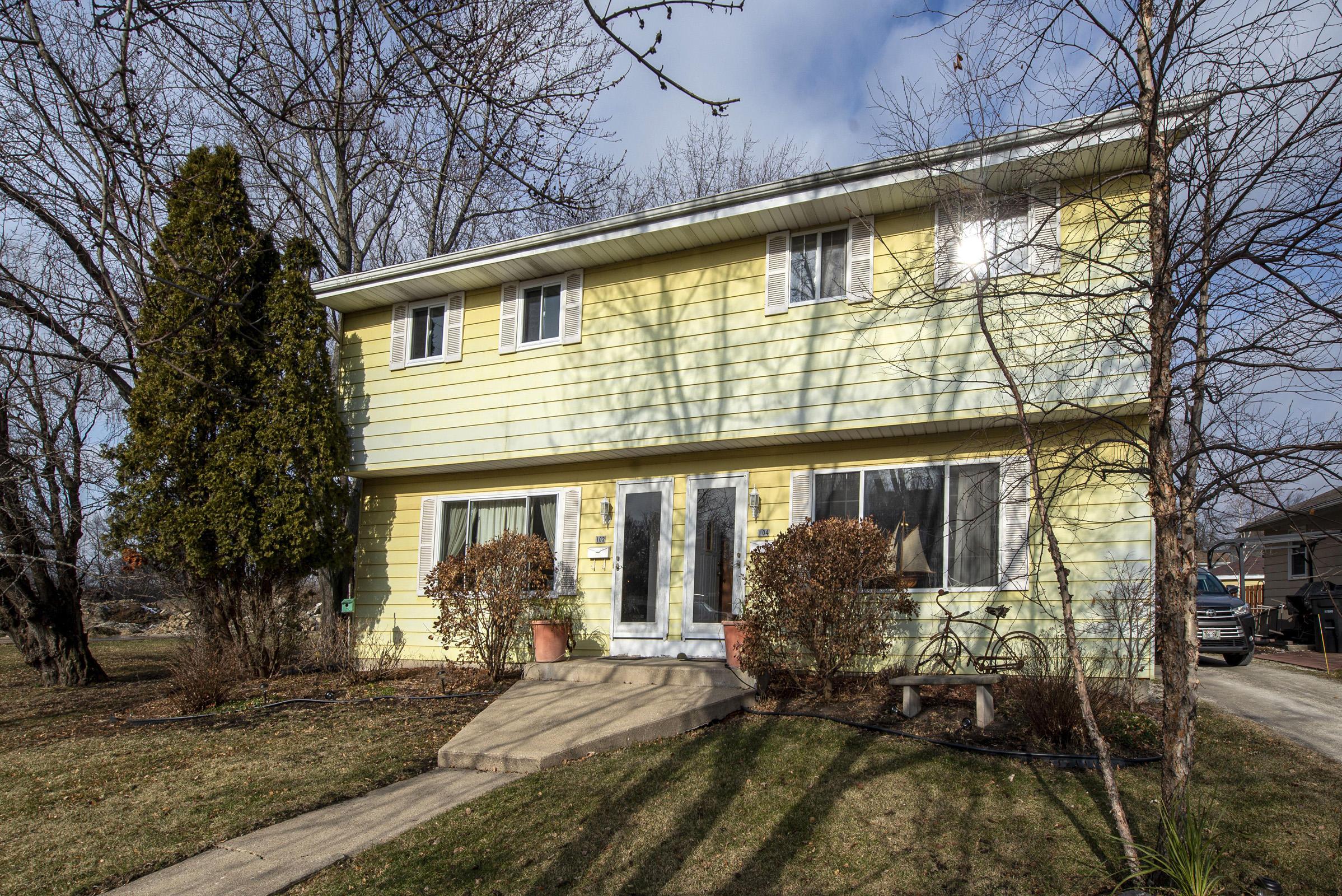 102 Marcella St, Oconomowoc, Wisconsin 53066, 3 Bedrooms Bedrooms, 5 Rooms Rooms,1 BathroomBathrooms,Two-Family,For Sale,Marcella St,1,1722184