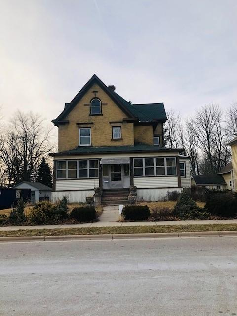 438 Main St, Oconomowoc, Wisconsin 53066, 4 Bedrooms Bedrooms, ,2 BathroomsBathrooms,Single-Family,For Sale,Main St,1722517