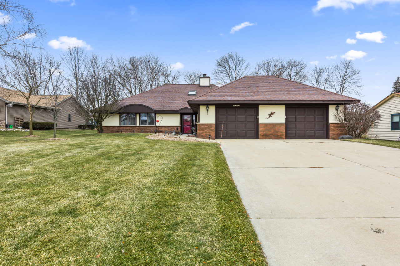 N28W22134 Indianwood Ct, Pewaukee, Wisconsin 53186, 3 Bedrooms Bedrooms, 6 Rooms Rooms,2 BathroomsBathrooms,Single-Family,For Sale,Indianwood Ct,1722519