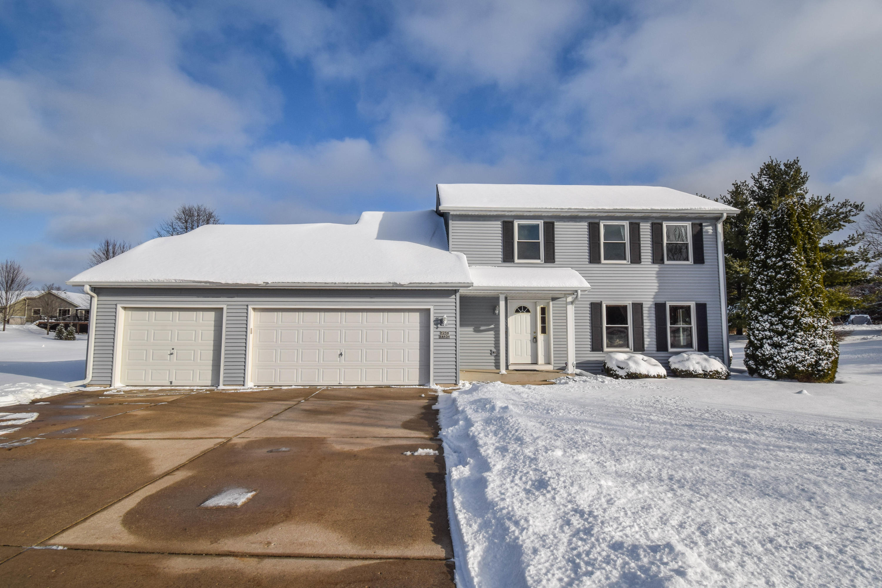 W258S4838 Red Clover Dr, Waukesha, Wisconsin 53189, 4 Bedrooms Bedrooms, ,1 BathroomBathrooms,Single-Family,For Sale,Red Clover Dr,1722908