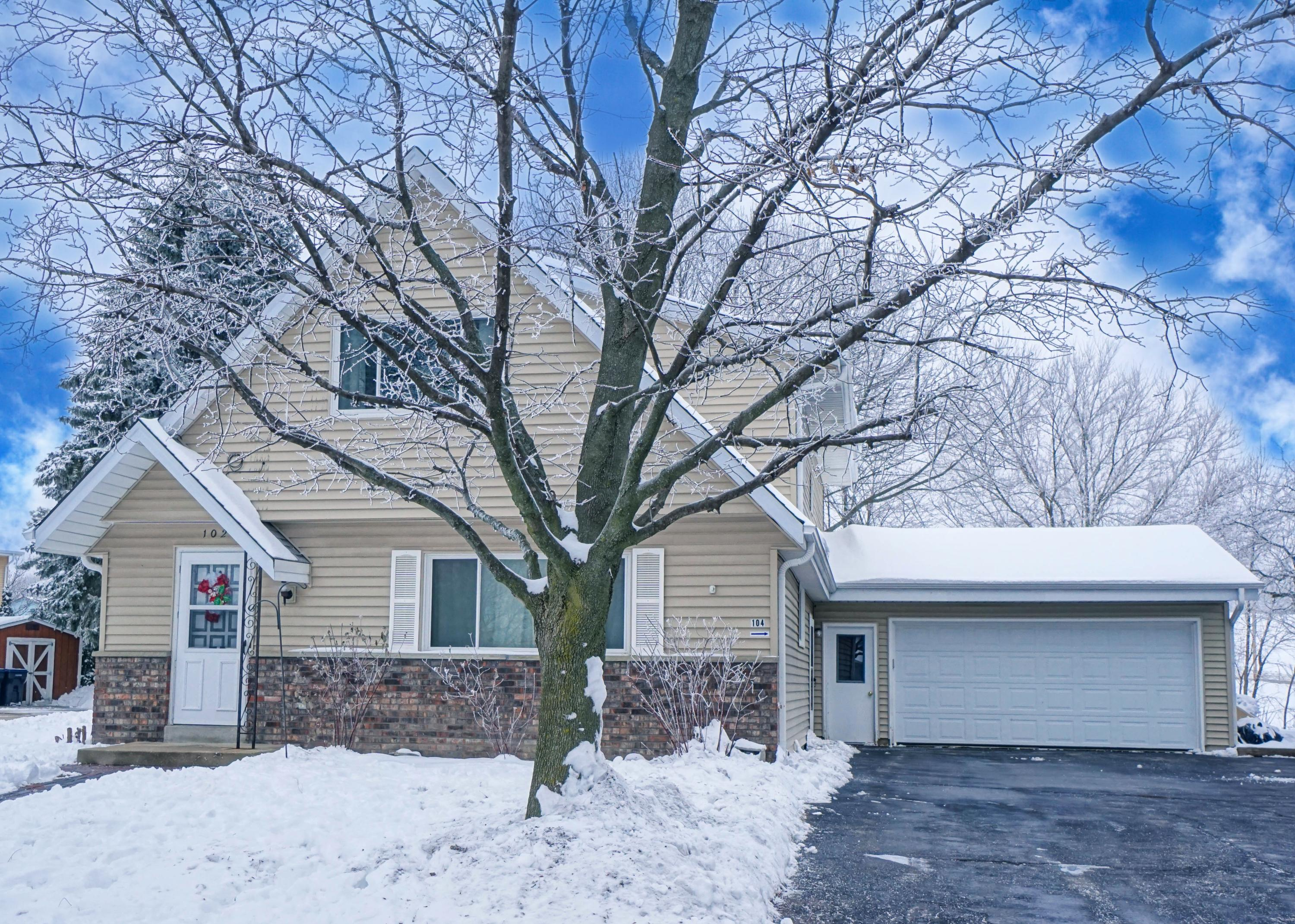 102 Kilps Ct E, Waukesha, Wisconsin 53188, 3 Bedrooms Bedrooms, 6 Rooms Rooms,1 BathroomBathrooms,Two-Family,For Sale,Kilps Ct E,1,1723022