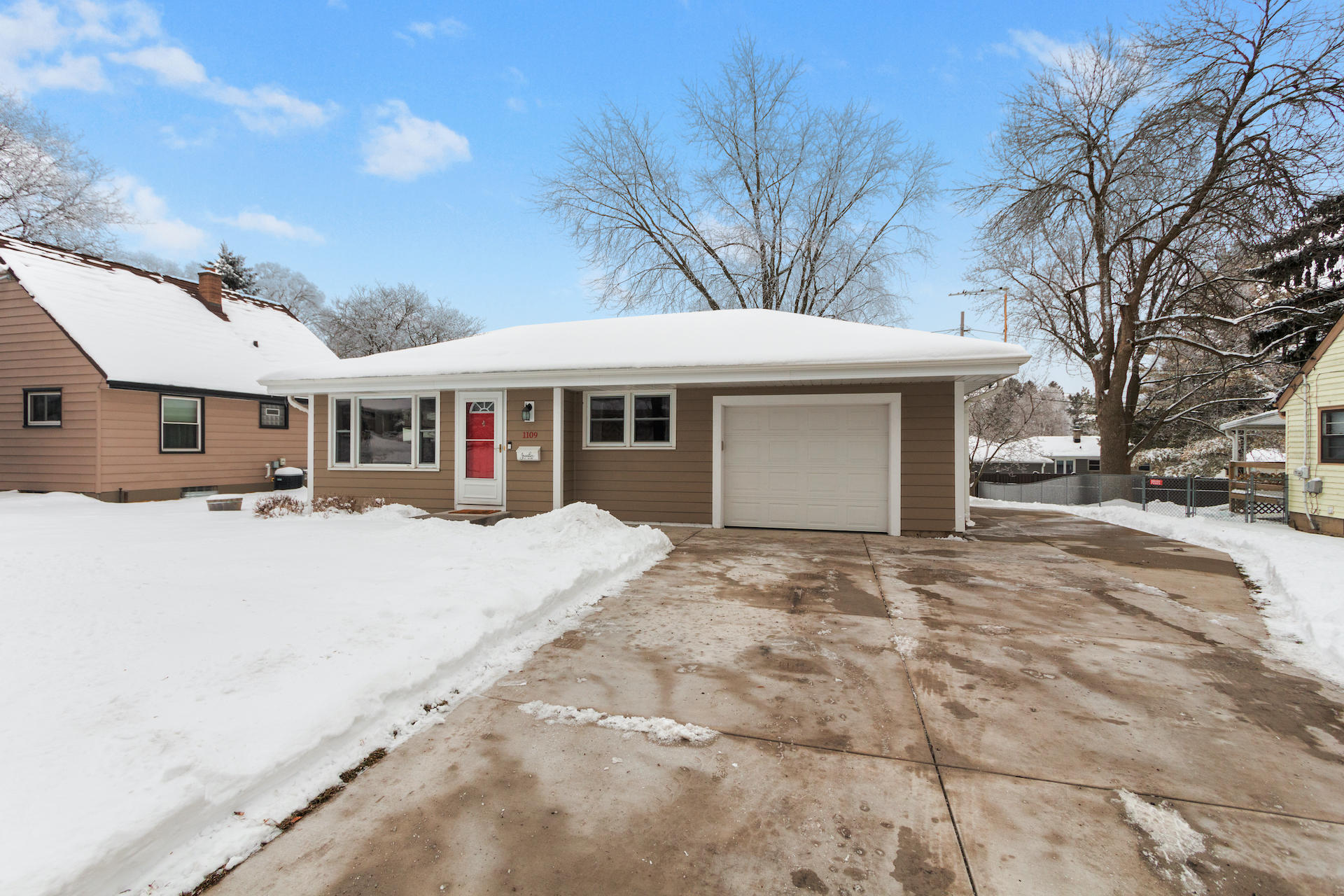 1109 Lawndale Ave, Waukesha, Wisconsin 53188, 3 Bedrooms Bedrooms, ,1 BathroomBathrooms,Single-Family,For Sale,Lawndale Ave,1722995
