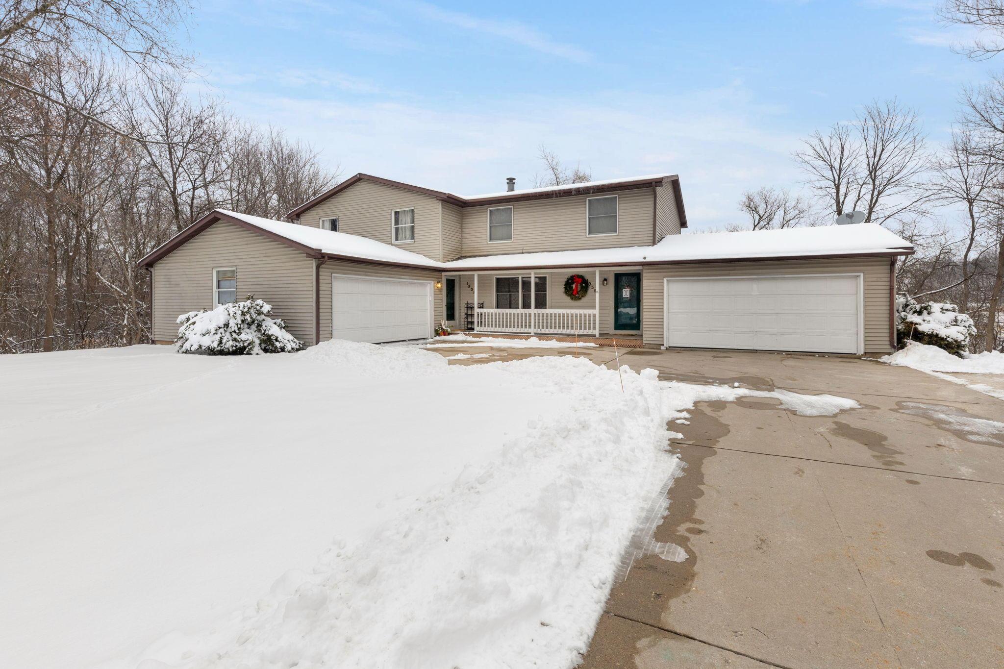 19380 Emerald Dr, Brookfield, Wisconsin 53045, 3 Bedrooms Bedrooms, 7 Rooms Rooms,3 BathroomsBathrooms,Two-Family,For Sale,Emerald Dr,3,1723171
