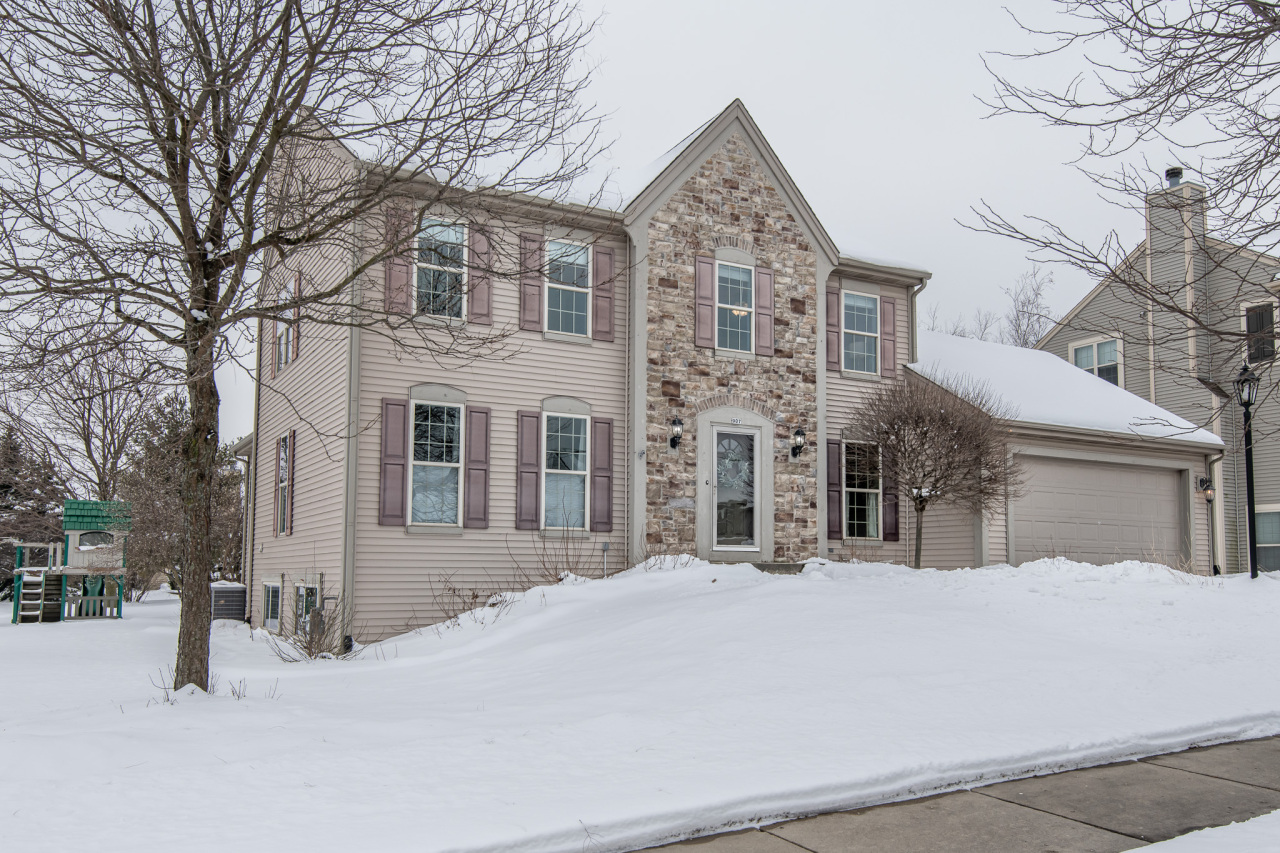 907 Valley Hill Dr, Waukesha, Wisconsin 53189, 4 Bedrooms Bedrooms, 9 Rooms Rooms,3 BathroomsBathrooms,Single-Family,For Sale,Valley Hill Dr,1723185