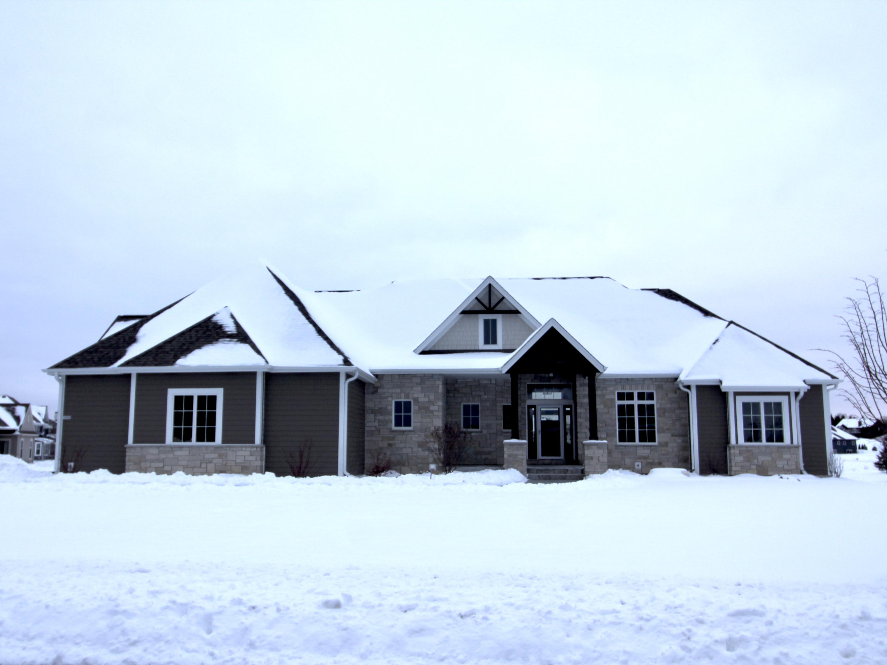 1653 Whistling Hill Cir, Hartland, Wisconsin 53029, 5 Bedrooms Bedrooms, 13 Rooms Rooms,3 BathroomsBathrooms,Single-Family,For Sale,Whistling Hill Cir,1723523