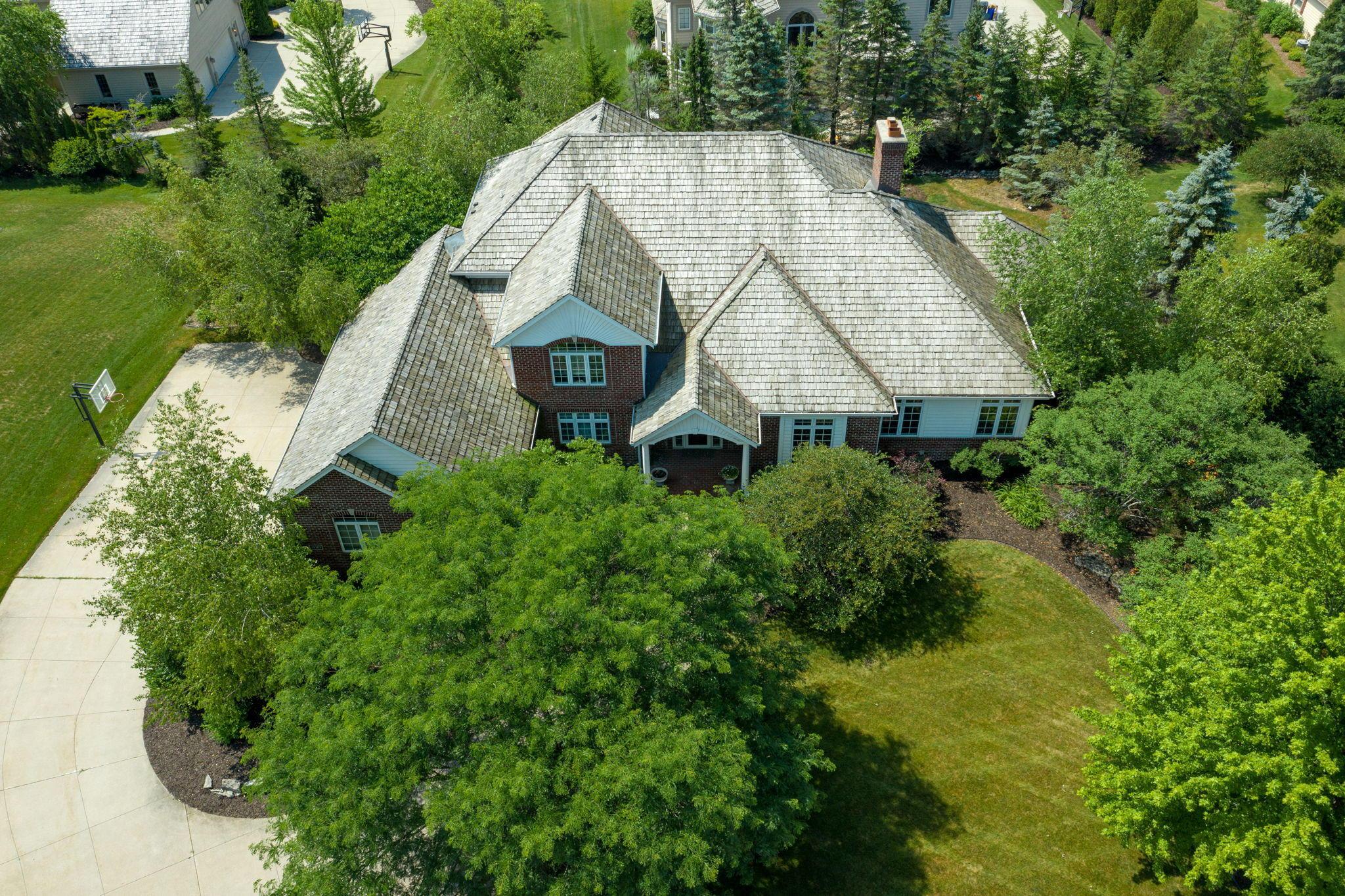 19305 Hayden Ct, Brookfield, Wisconsin 53045, 4 Bedrooms Bedrooms, 11 Rooms Rooms,4 BathroomsBathrooms,Single-Family,For Sale,Hayden Ct,1723577
