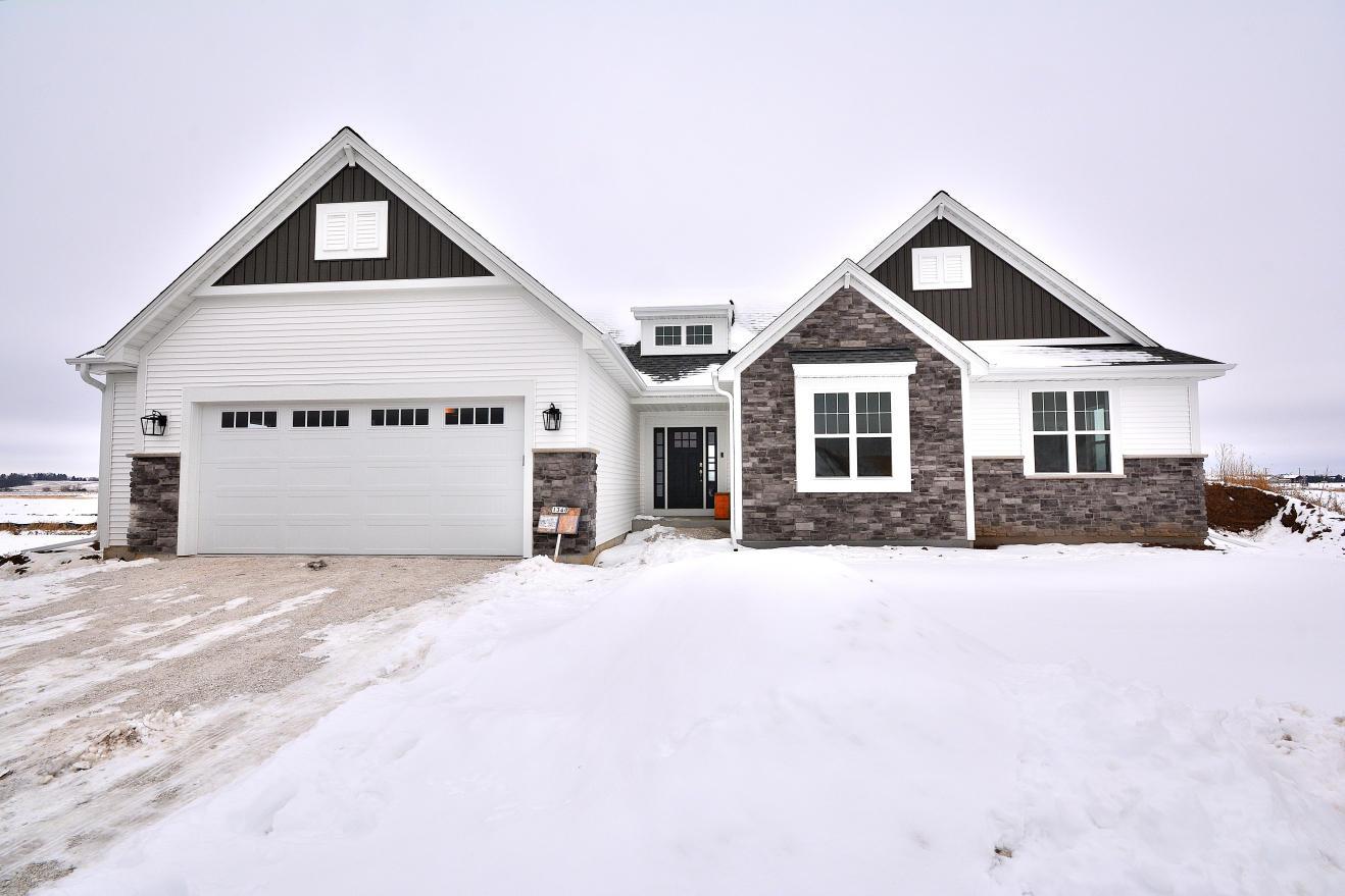 1340 Foxwood Pass, Oconomowoc, Wisconsin 53066, 3 Bedrooms Bedrooms, 7 Rooms Rooms,2 BathroomsBathrooms,Single-Family,For Sale,Foxwood Pass,1723035