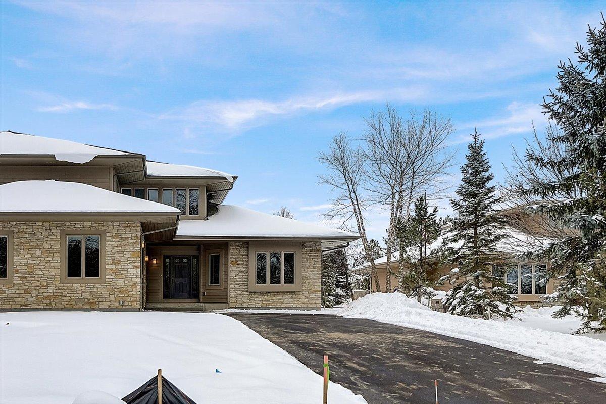 1205 Sweetbriar Ln, Hartland, Wisconsin 53029, 3 Bedrooms Bedrooms, ,2 BathroomsBathrooms,Condominiums,For Sale,Sweetbriar Ln,1,1715346
