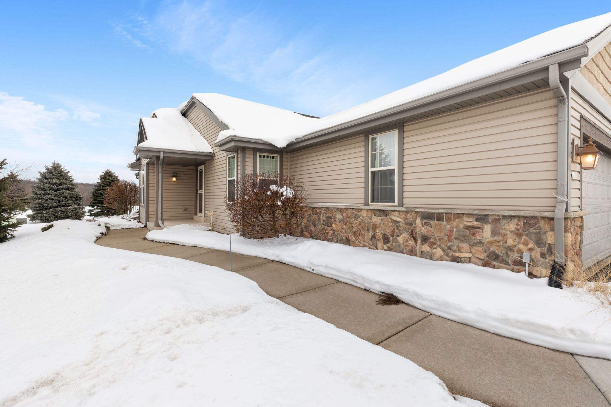 3539 River Valley Rd, Waukesha, Wisconsin 53189, 3 Bedrooms Bedrooms, ,2 BathroomsBathrooms,Condominiums,For Sale,River Valley Rd,1,1724066