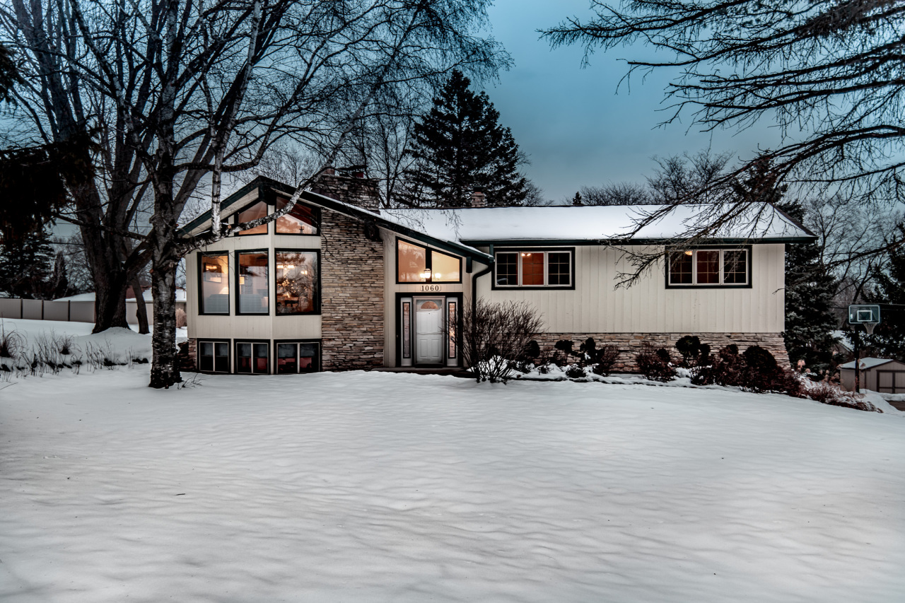 1060 Rolling Green Dr, Brookfield, Wisconsin 53186, 3 Bedrooms Bedrooms, 10 Rooms Rooms,2 BathroomsBathrooms,Single-Family,For Sale,Rolling Green Dr,1724113