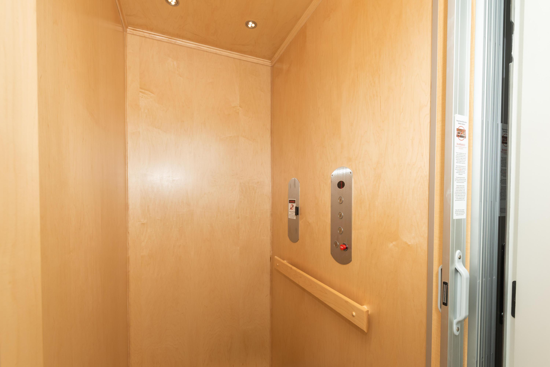 415 Wells St, Delafield, Wisconsin 53018, 2 Bedrooms Bedrooms, 5 Rooms Rooms,2 BathroomsBathrooms,Condominiums,For Sale,Wells St,1,1722739