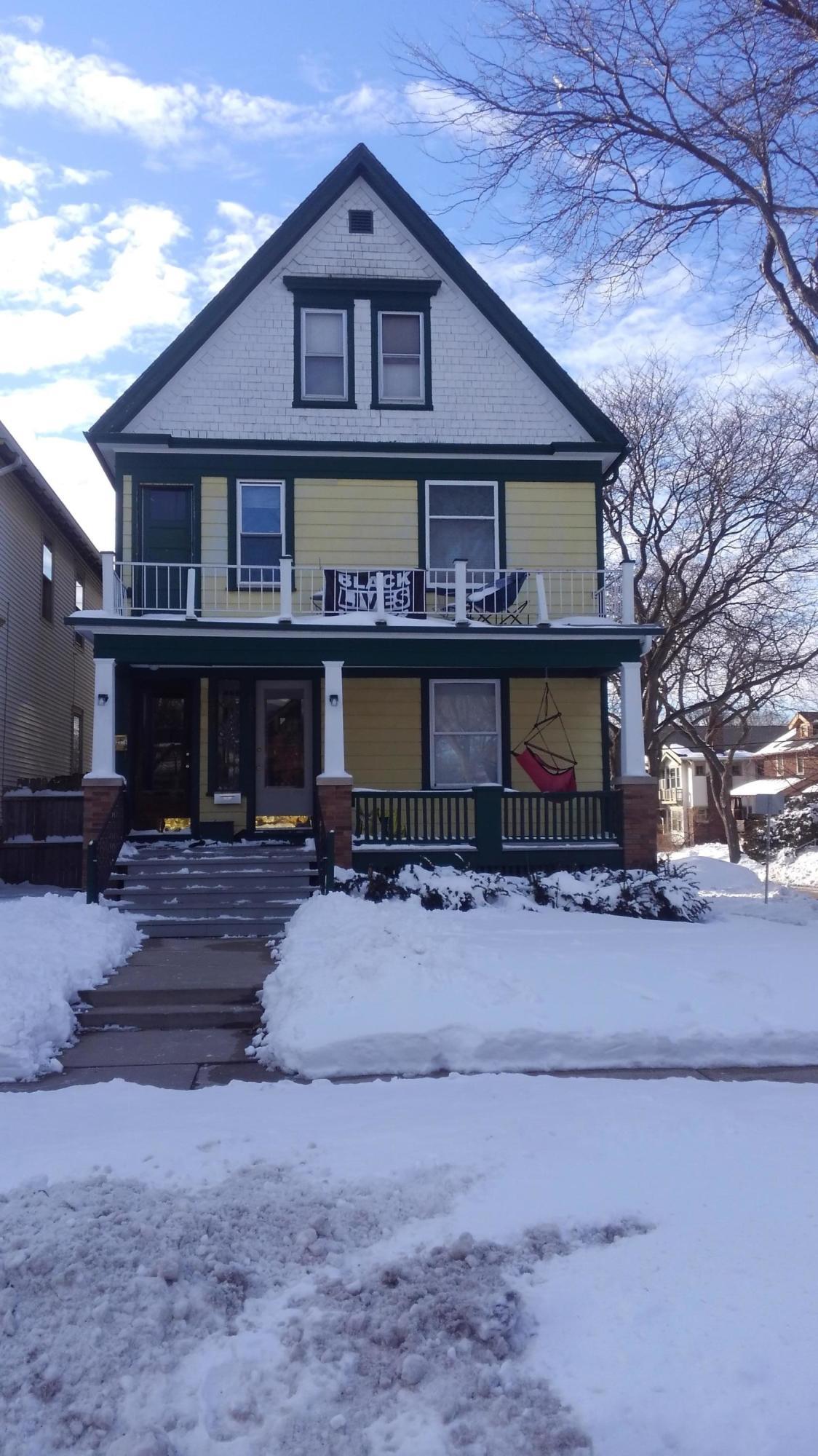 Photo of 2977 N Cramer St #2979, Milwaukee, WI 53211