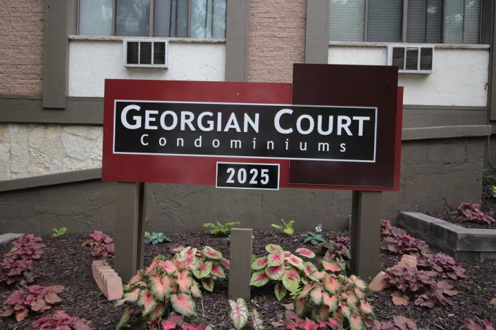 2025 E Greenwich Ave #304