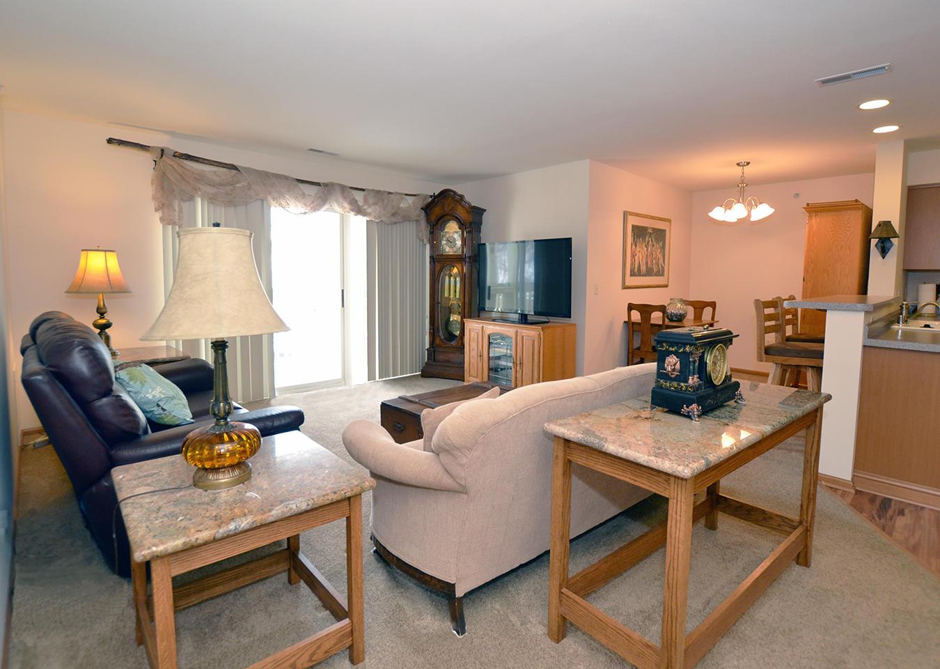 530 Windstone Dr, Hartland, Wisconsin 53029, 2 Bedrooms Bedrooms, 6 Rooms Rooms,2 BathroomsBathrooms,Condominiums,For Sale,Windstone Dr,2,1728823