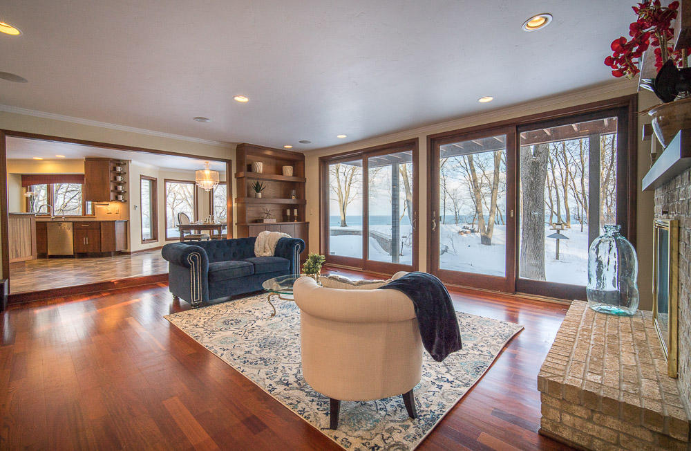 11266 N Lakeview Pl, Mequon, WI 53092