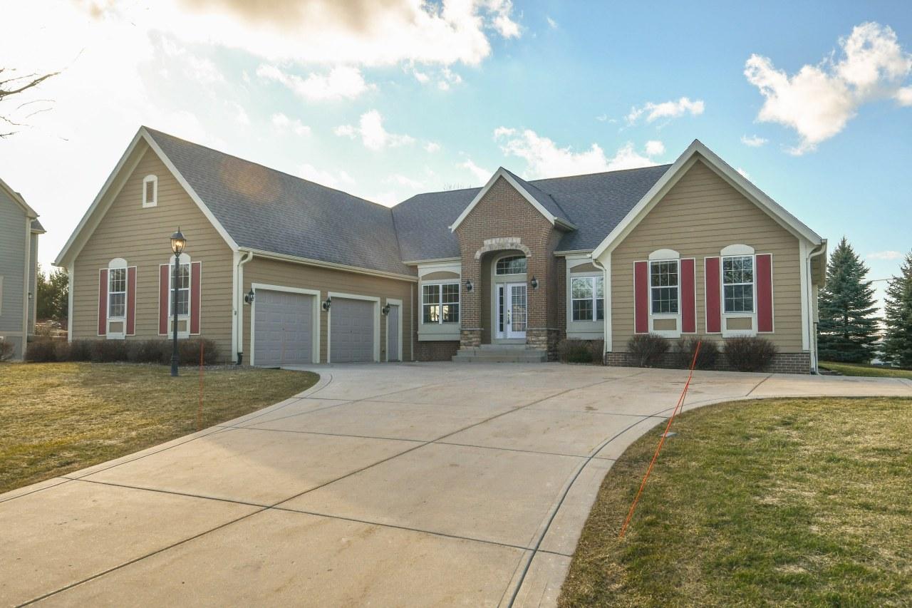 118 Kestrel Way, Hartland, Wisconsin 53029, 4 Bedrooms Bedrooms, ,3 BathroomsBathrooms,Single-Family,For Sale,Kestrel Way,1730348