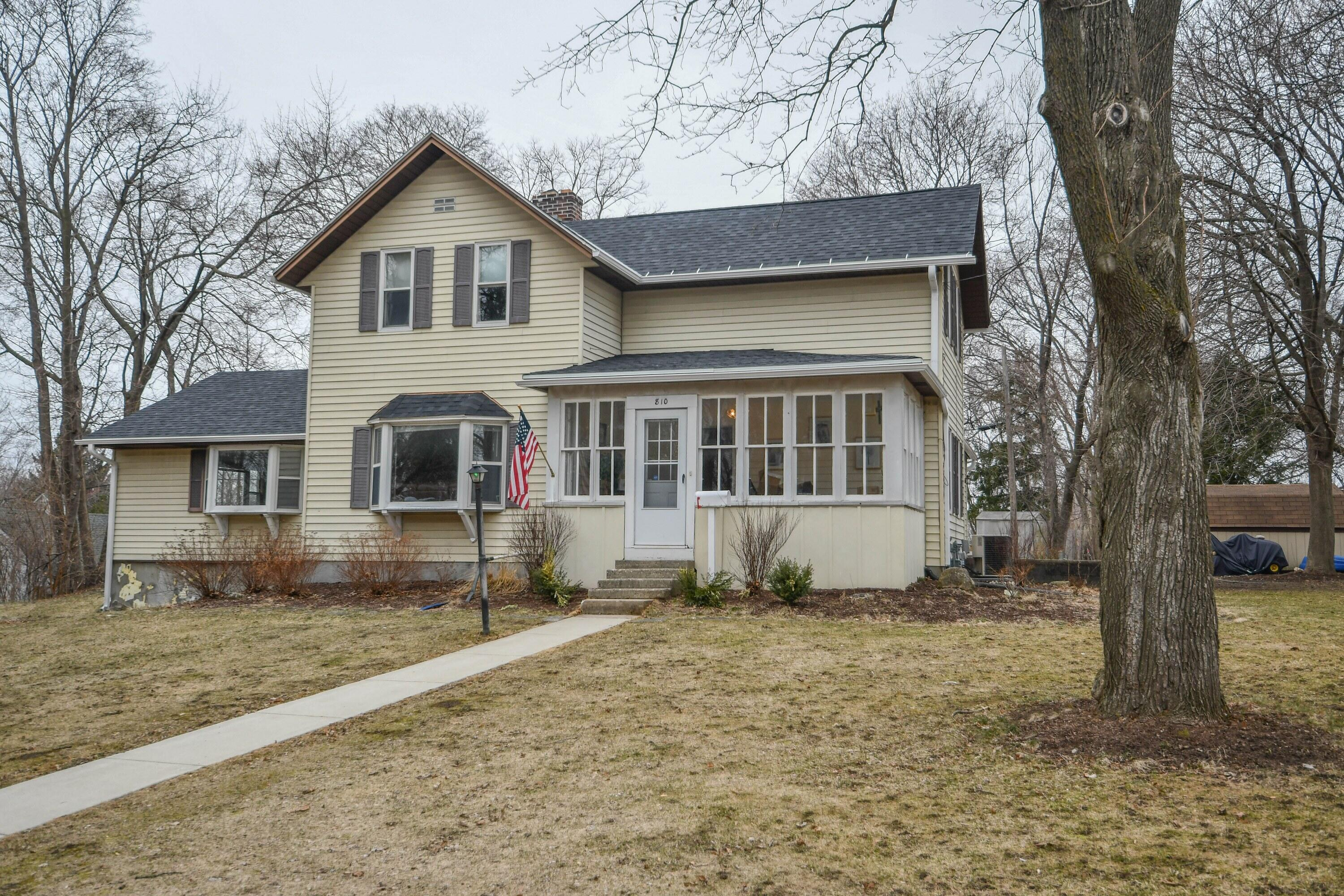 810 Capitol Dr, Hartland, Wisconsin 53029, 3 Bedrooms Bedrooms, 7 Rooms Rooms,2 BathroomsBathrooms,Single-Family,For Sale,Capitol Dr,1731127