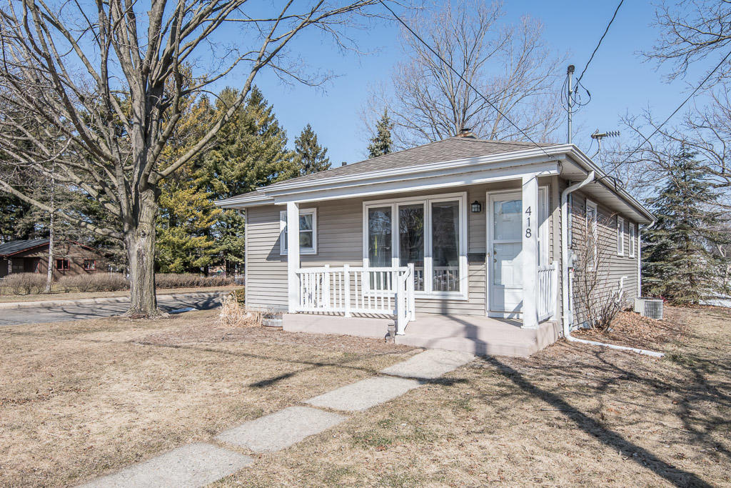 418 5th St, Oconomowoc, Wisconsin 53066, 3 Bedrooms Bedrooms, 5 Rooms Rooms,1 BathroomBathrooms,Single-Family,For Sale,5th St,1733964