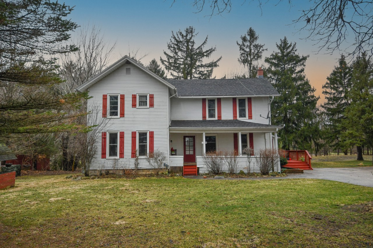 W300N3129 Maple Ave, Delafield, Wisconsin 53072, 5 Bedrooms Bedrooms, 10 Rooms Rooms,2 BathroomsBathrooms,Single-Family,For Sale,Maple Ave,1731918