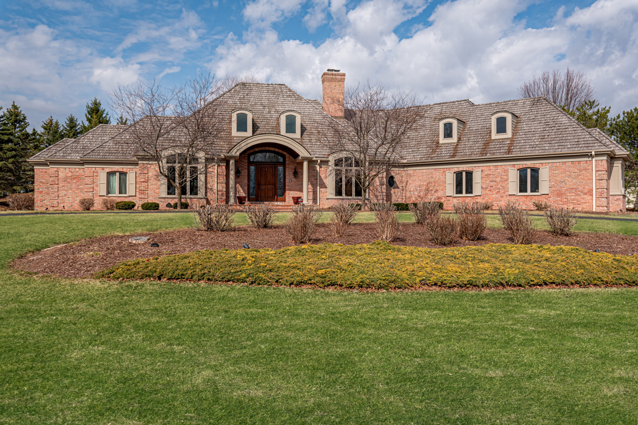 11417 N Canterbury Dr, Mequon, WI 53092